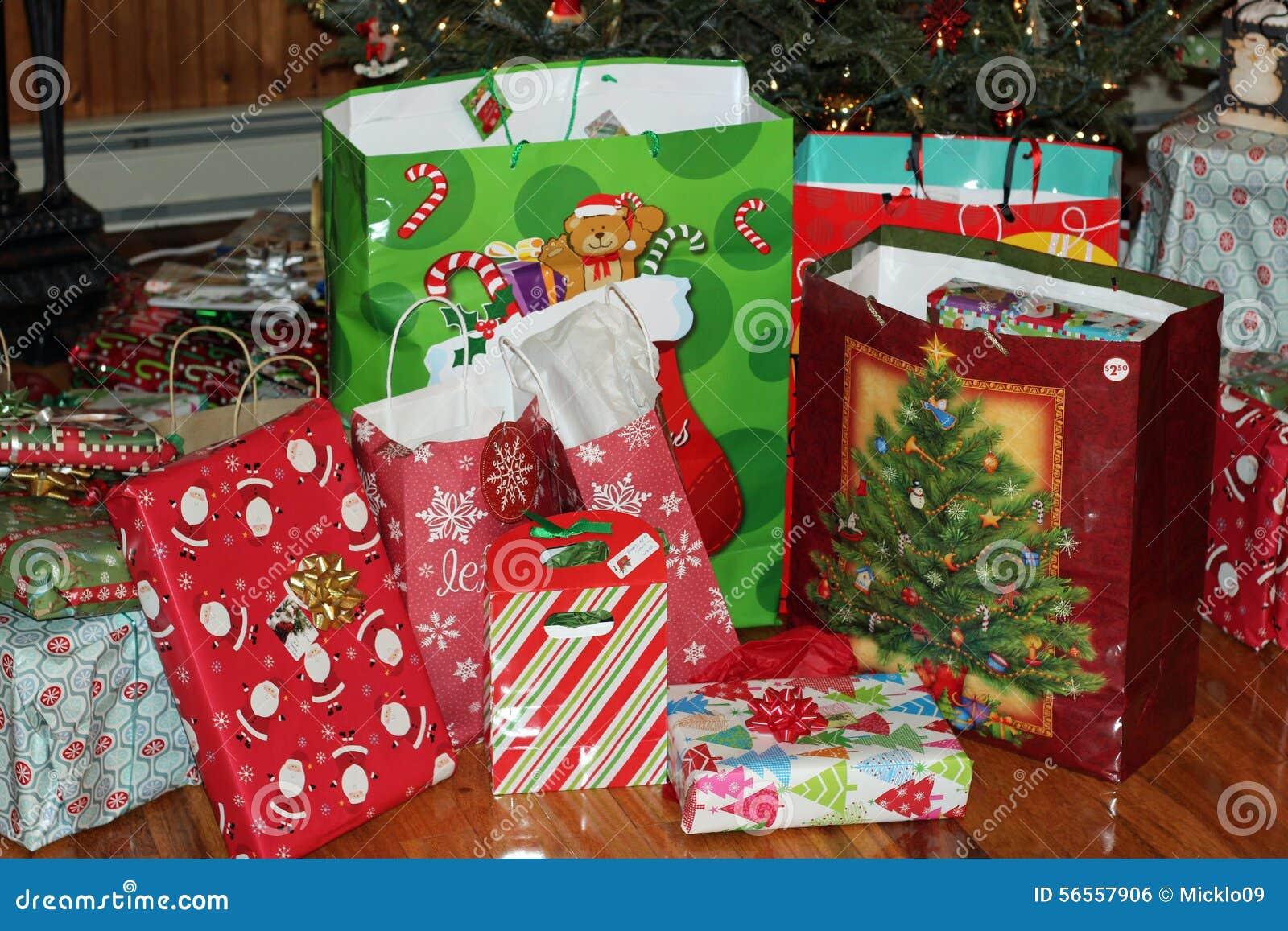 Download χριστουγεννιάτικο δώρο Weihnachtspakete Στοκ Εικόνες - εικόνα από ανοιγμένος, bowwow: 56557906