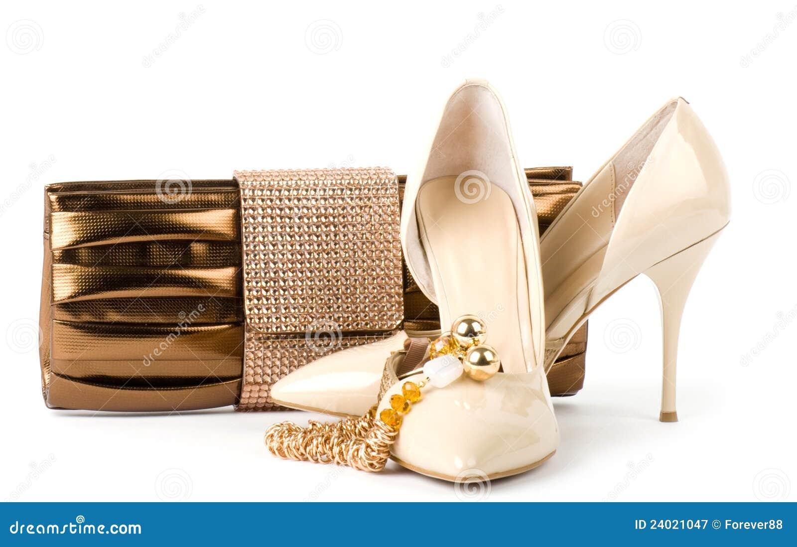 262f86cc3bc χρυσά παπούτσια κοσμήματος τσαντών Στοκ Εικόνα - εικόνα από υψηλός ...