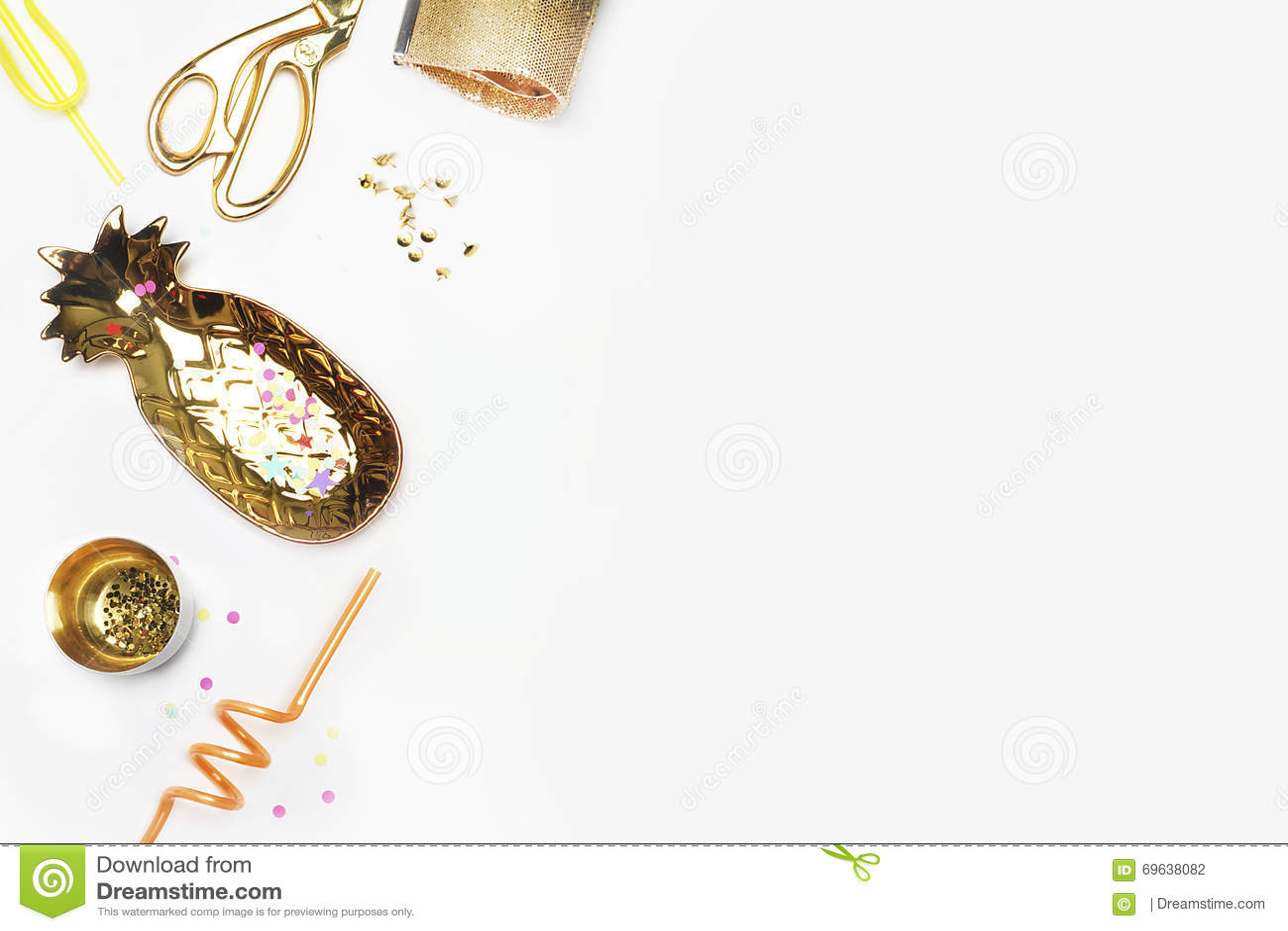 Χρυσά στοιχεία γυναικών στον πίνακα Θηλυκή σκηνή, ύφος γοητείας Άσπρη χλεύη υποβάθρου επάνω Επίπεδος βάλτε, γραφείο κομμάτων Επιτ