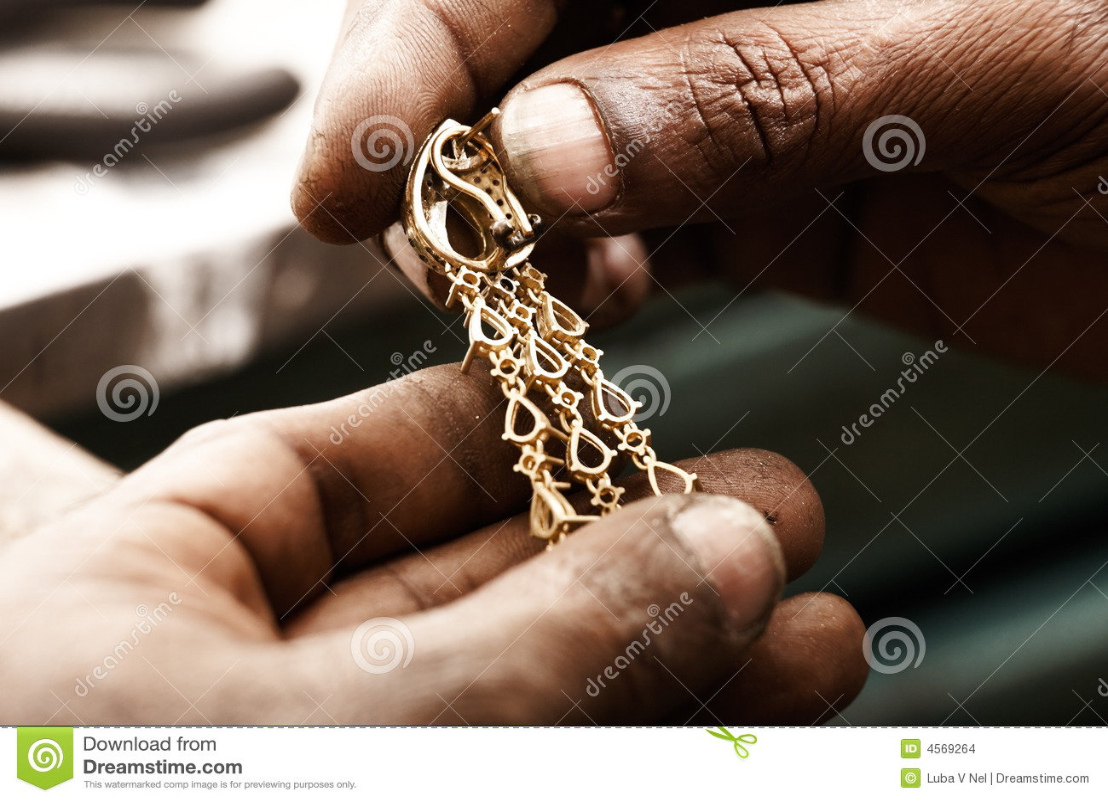 χρυσοχόος σκουλαρικι