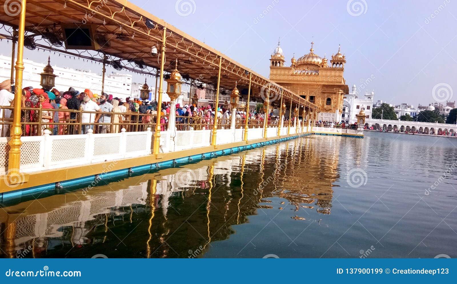 Χρυσός ναός Harmandir Sahib σε Amritsar, Punjab, Ινδία