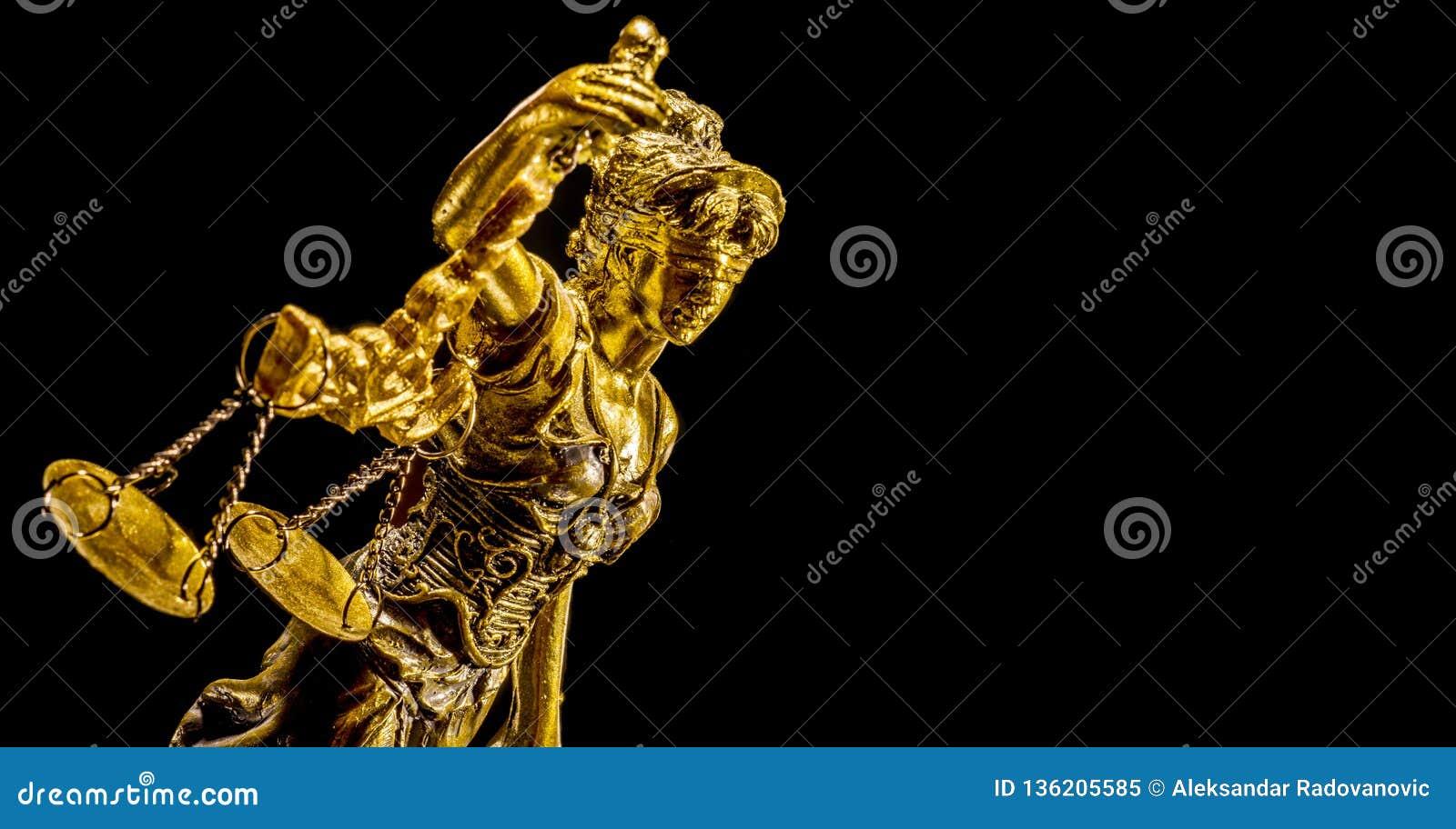 Χρυσό άγαλμα της κυρίας δικαιοσύνη