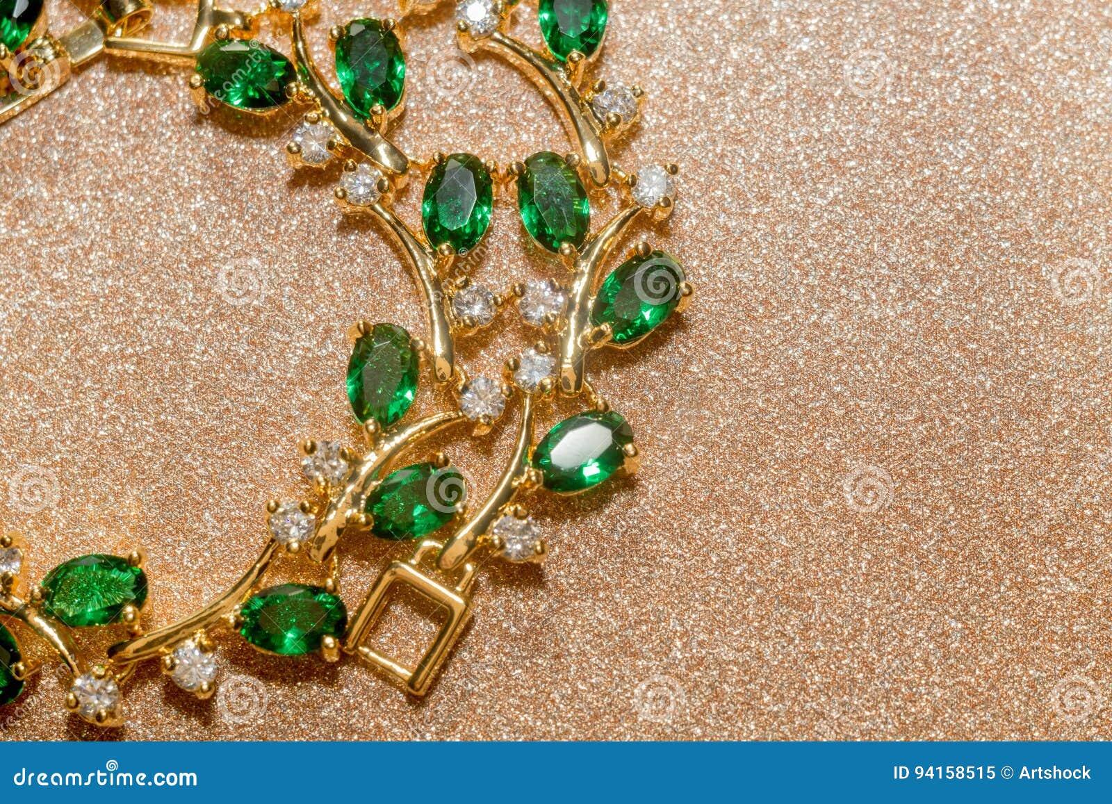 Κομψό θηλυκό χρυσό βραχιόλι κοσμήματος με τον πολύτιμο πράσινο πολύτιμο  λίθο 458e80901fc
