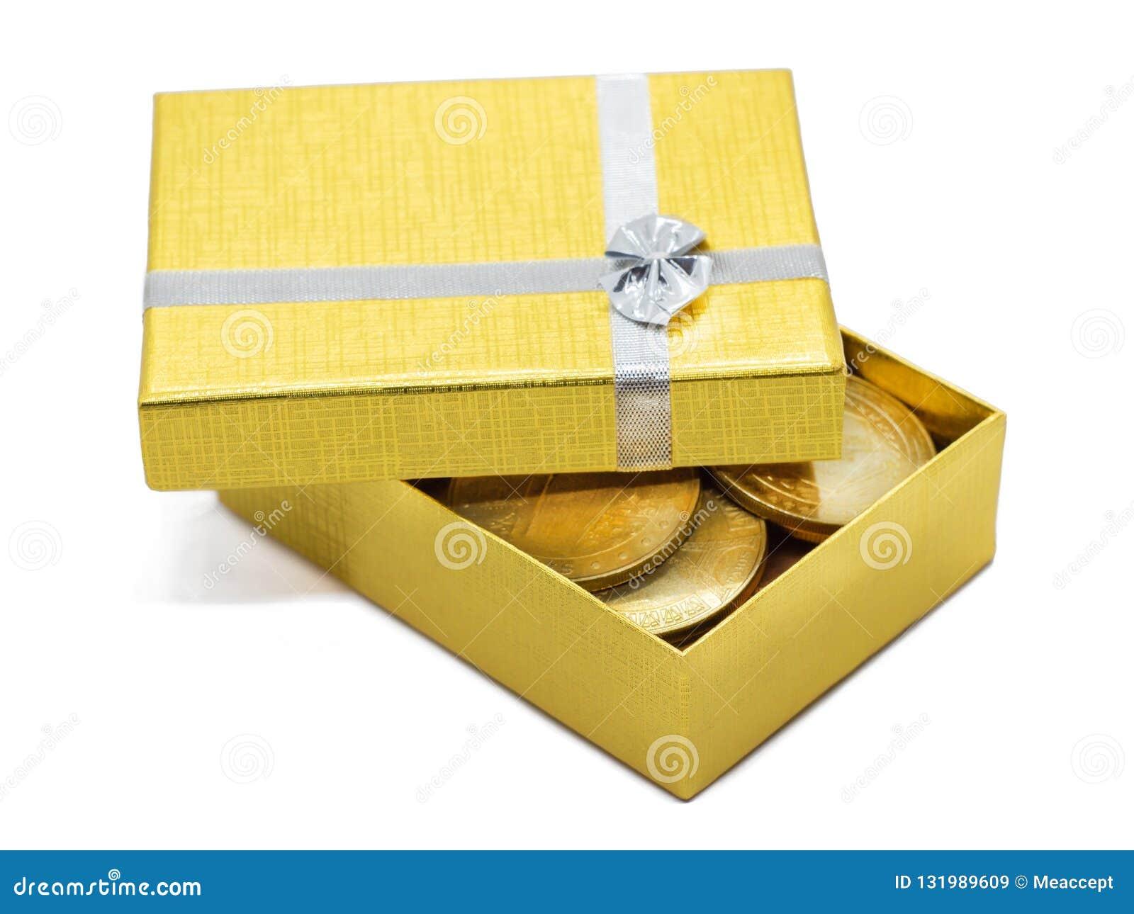Χρυσό κιβώτιο δώρων με τα χρυσά νομίσματα