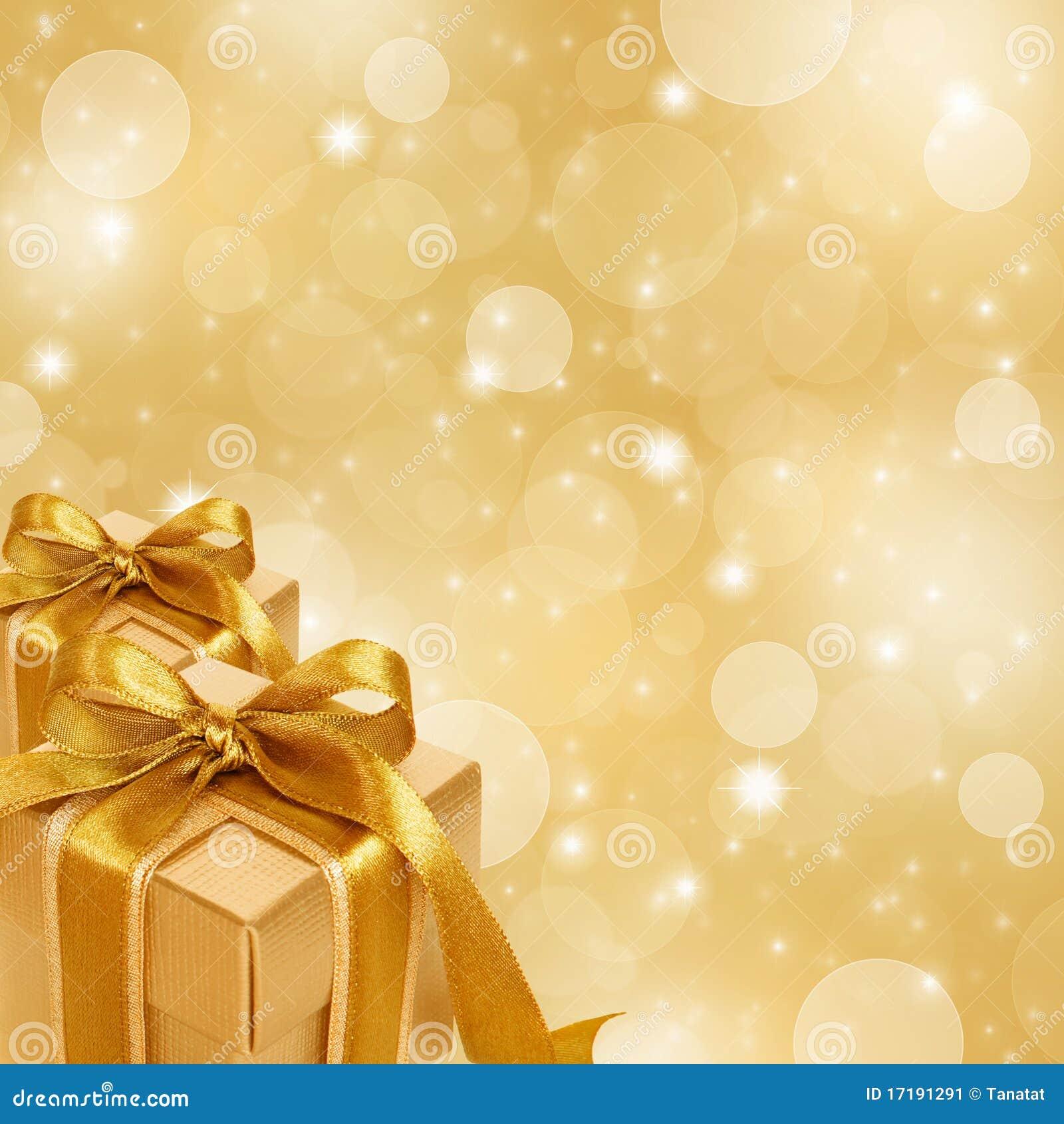 Χρυσό κιβώτιο δώρων στην αφηρημένη χρυσή ανασκόπηση