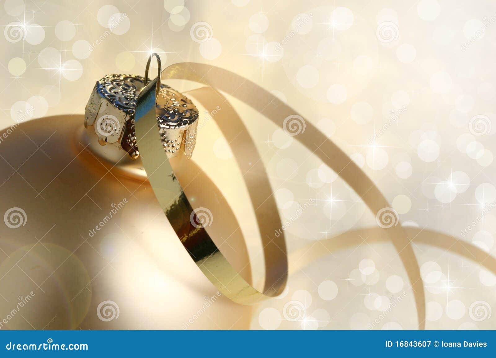 Χρυσό μπιχλιμπίδι και φω τα Χριστουγέννων