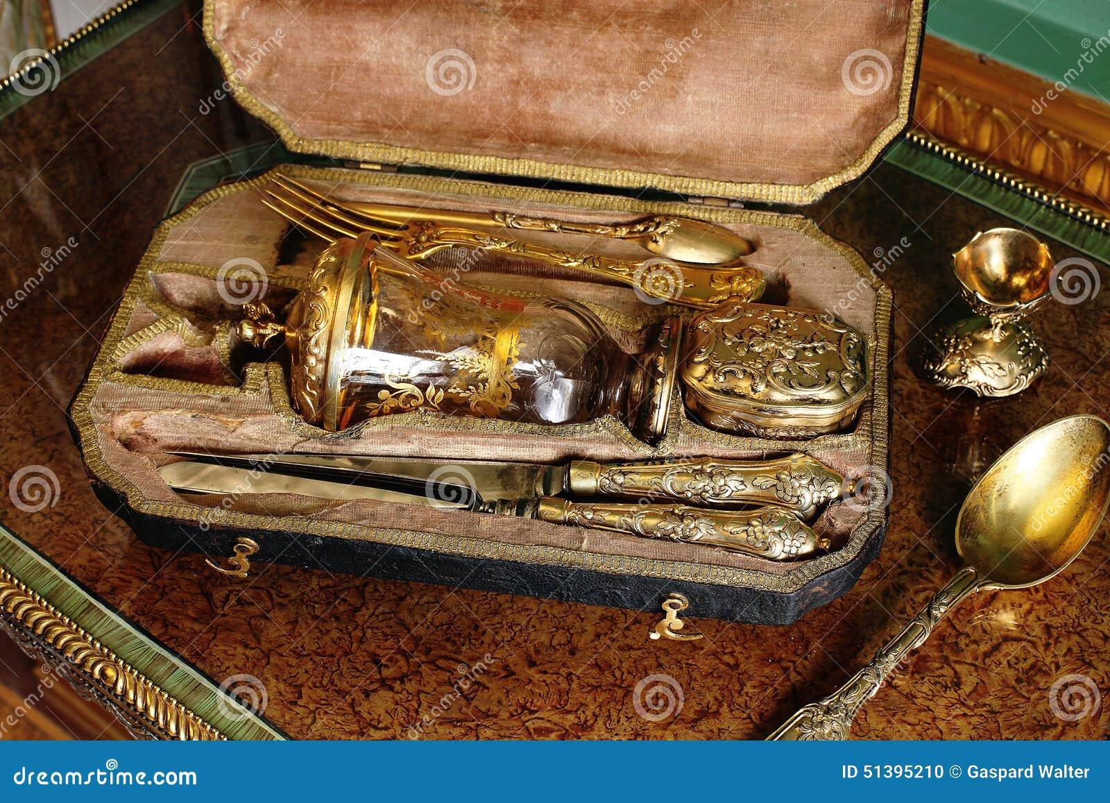 Χρυσό να δειπνήσει σύνολο στο παλάτι Tsarskoye Selo Pushkin