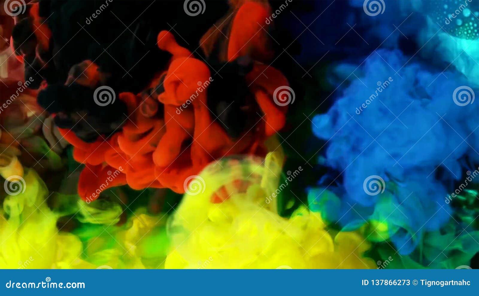 Χρωματισμένα υγρά που αναμιγνύονται μαζί στο ρευστό που δημιουργεί τη ζωηρόχρωμη αφηρημένη ζωγραφική