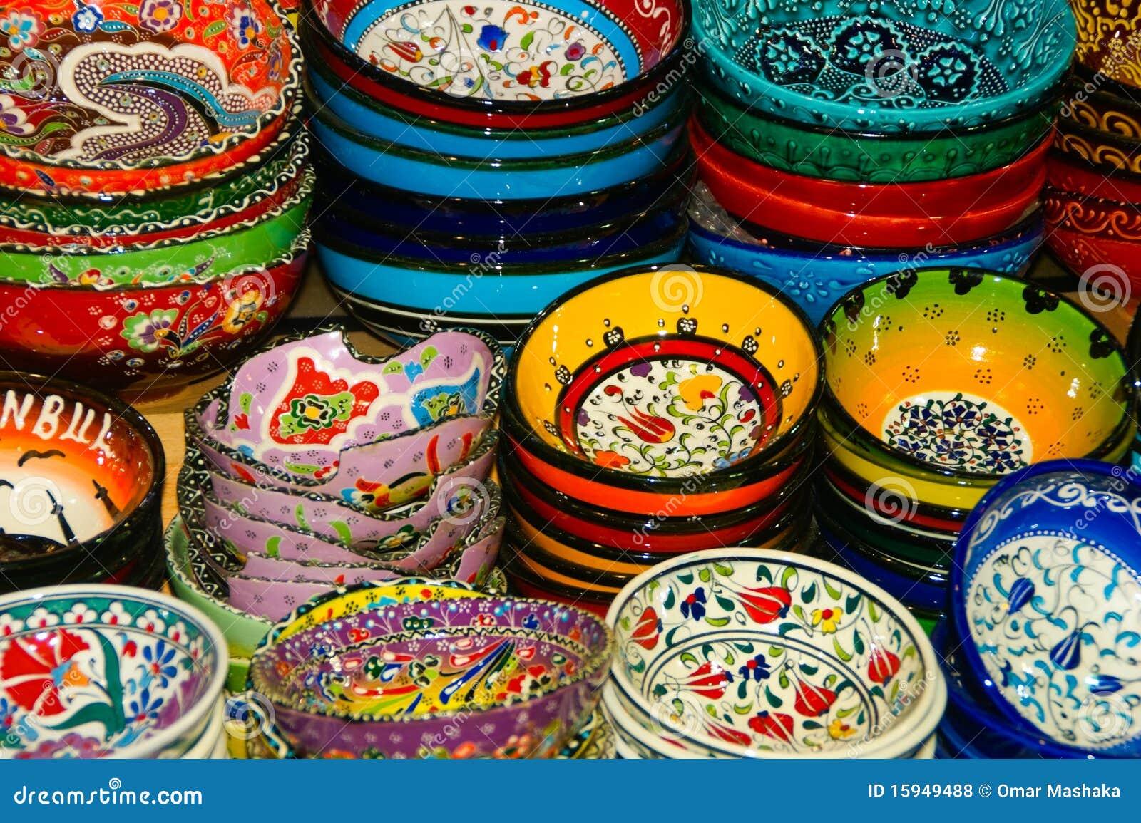 χρωματισμένα χέρι πιάτα