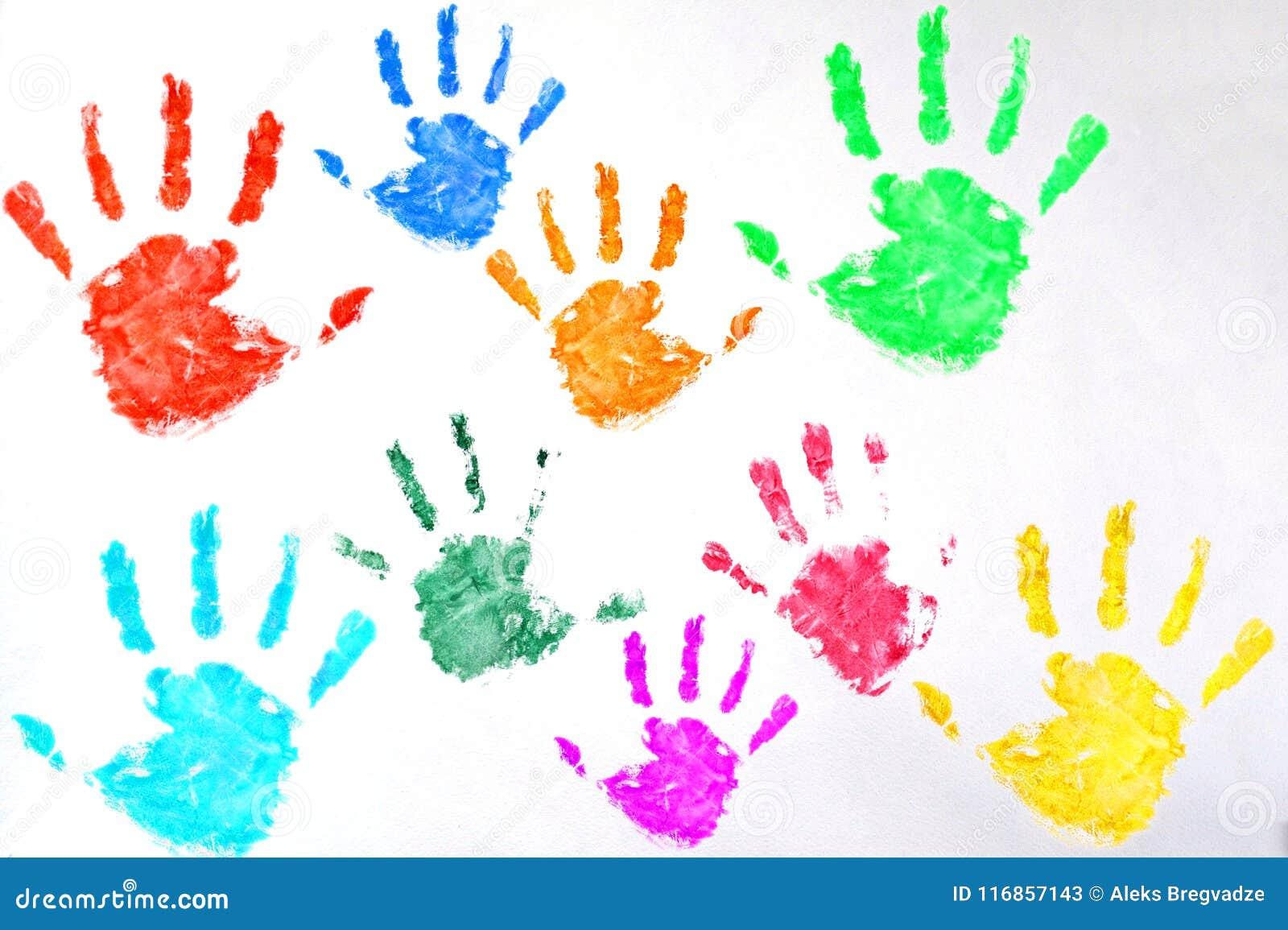 Χρωματισμένη παιδιά τυπωμένη ύλη χεριών στο άσπρο υπόβαθρο