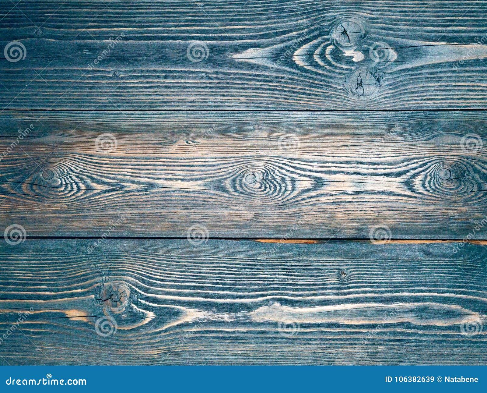 Χρωματισμένος στο μπλε, σκούρο μπλε, ξύλινο υπόβαθρο από τους πίνακες πεύκων,