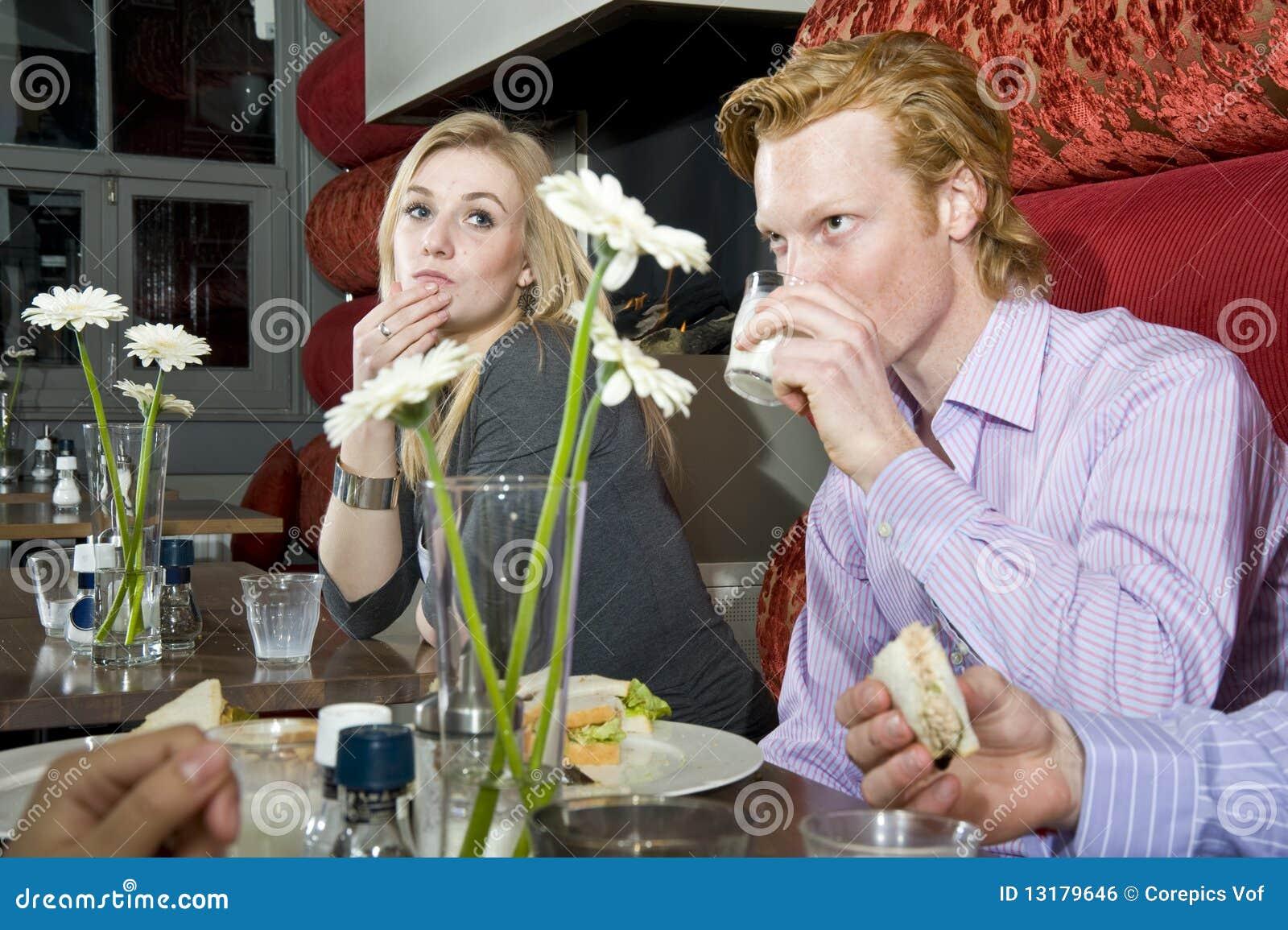 χρόνος μεσημεριανού γεύμ&alph