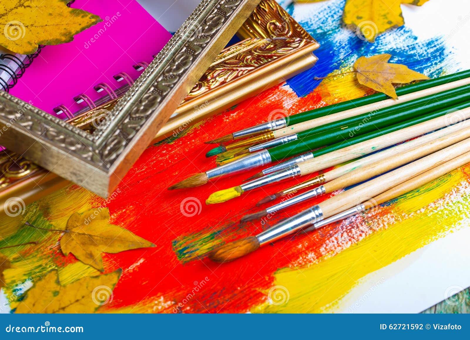 Download Χρώματα και βούρτσες στοκ εικόνες. εικόνα από σύνθεση - 62721592