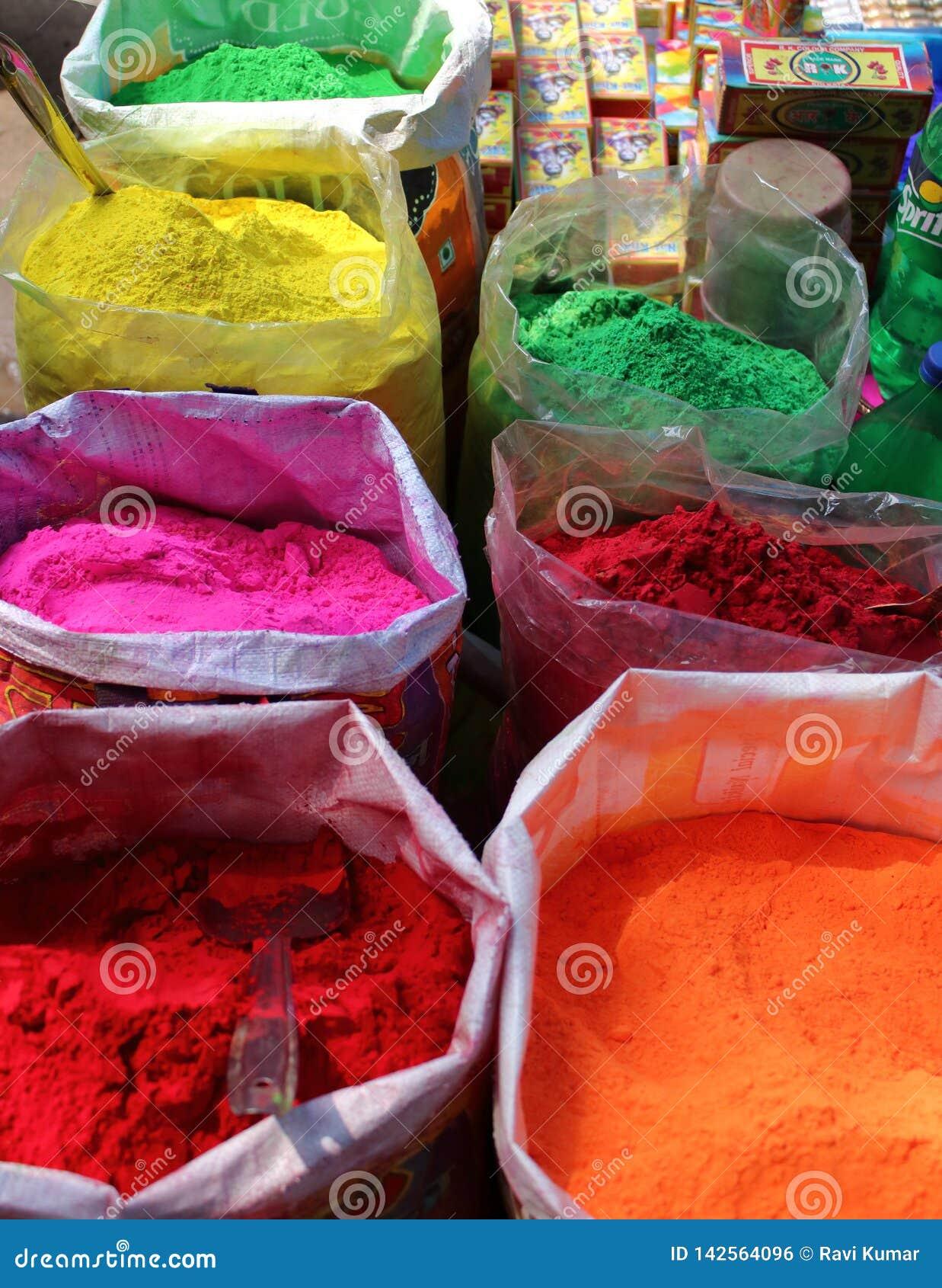 Χρώματα του φεστιβάλ Holi στην Ινδία
