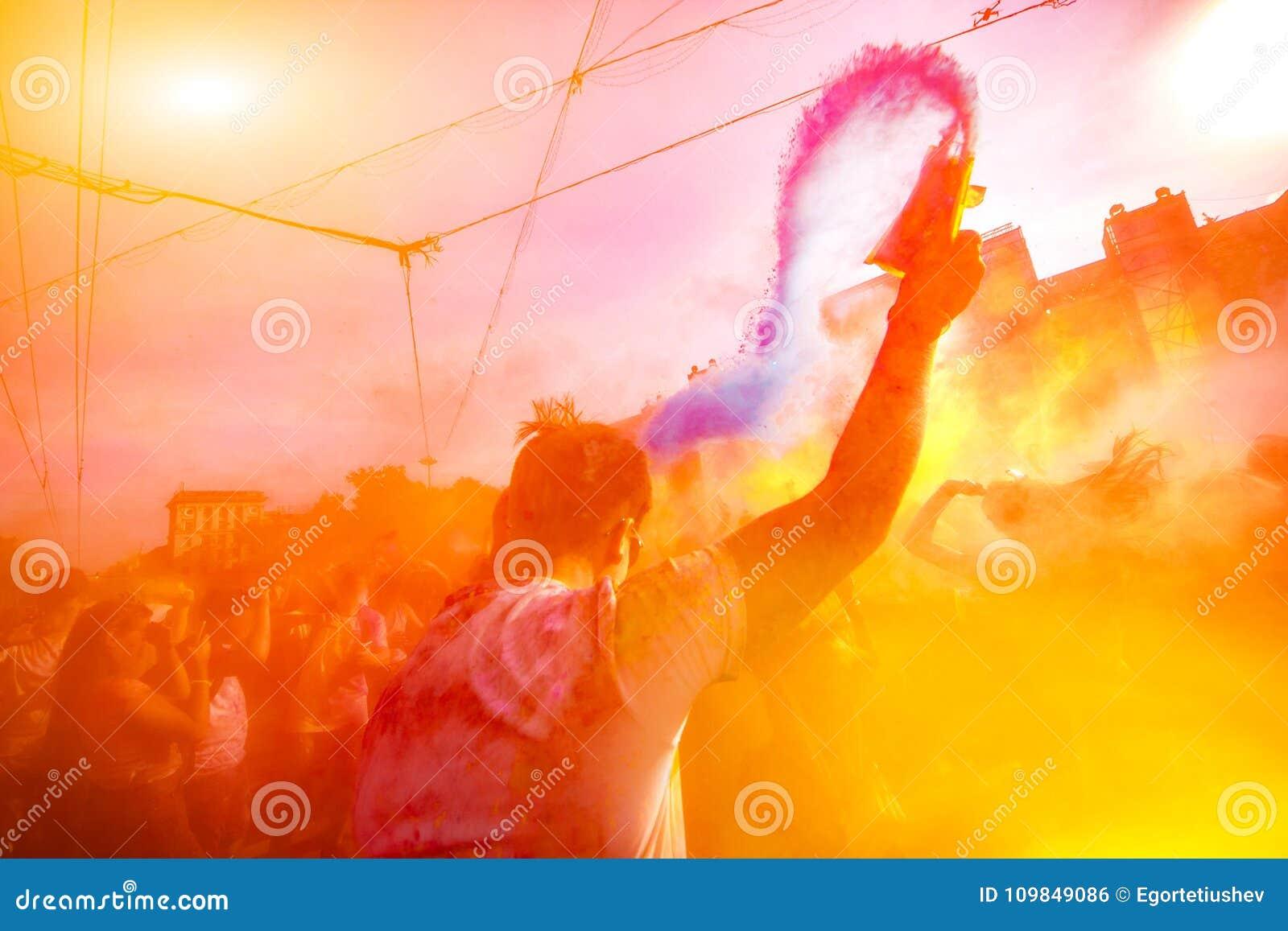 Χρώμα της Μολδαβίας Chisinau Δαρβίνος εορτασμού Holi στις 9 Σεπτεμβρίου 2017