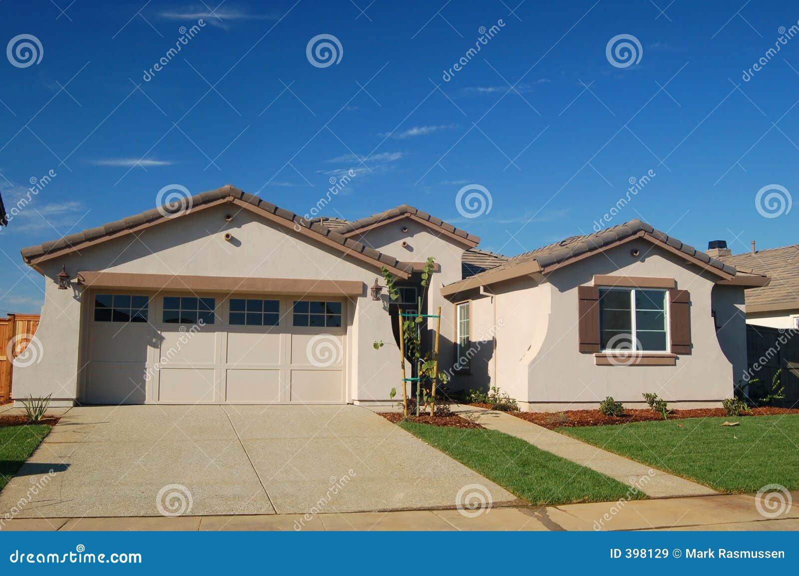 χτισμένο σπίτι πρόσφατα