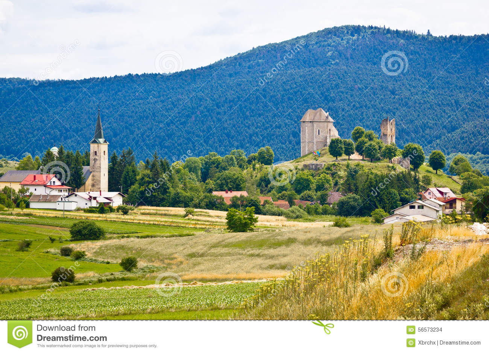 Download Χωριό Brinje στη φύση Lika στοκ εικόνες. εικόνα από εθνικός - 56573234