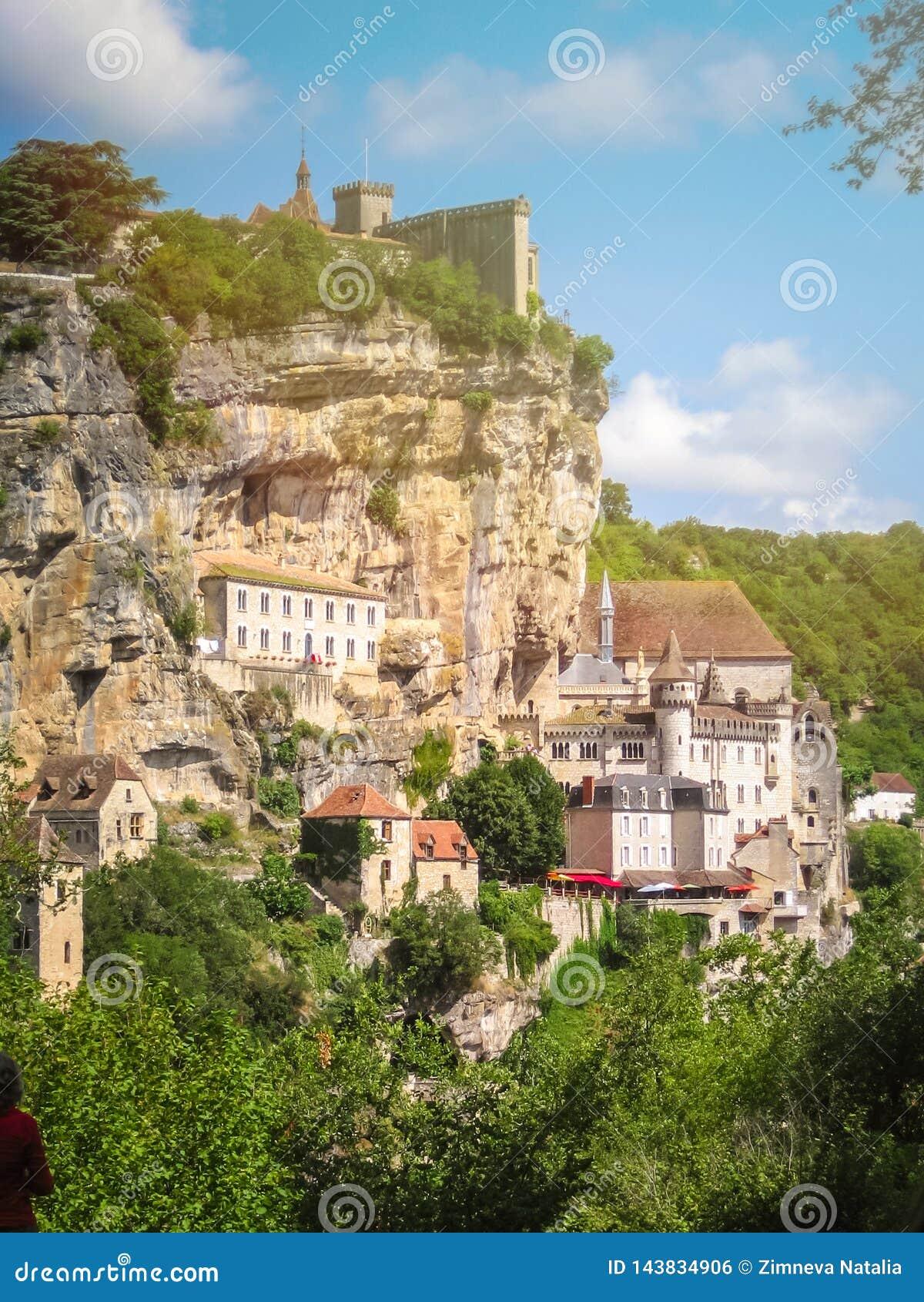 Χωριό Rocamadour που σκαρφαλώνει σε έναν απότομο βράχο, Γαλλία