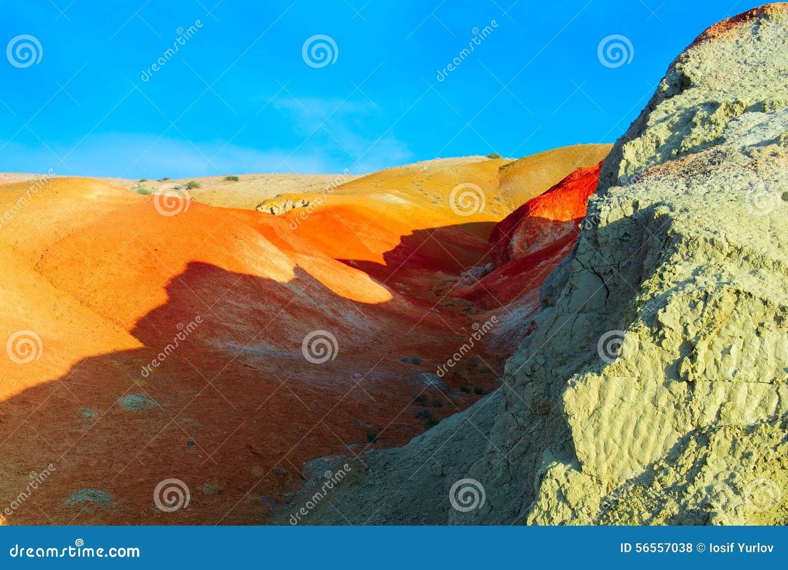 Download Χώμα χρώματος των καταθέσεων υδραργύρου σε Altai Στοκ Εικόνες - εικόνα από κόκκινος, επαρχία: 56557038