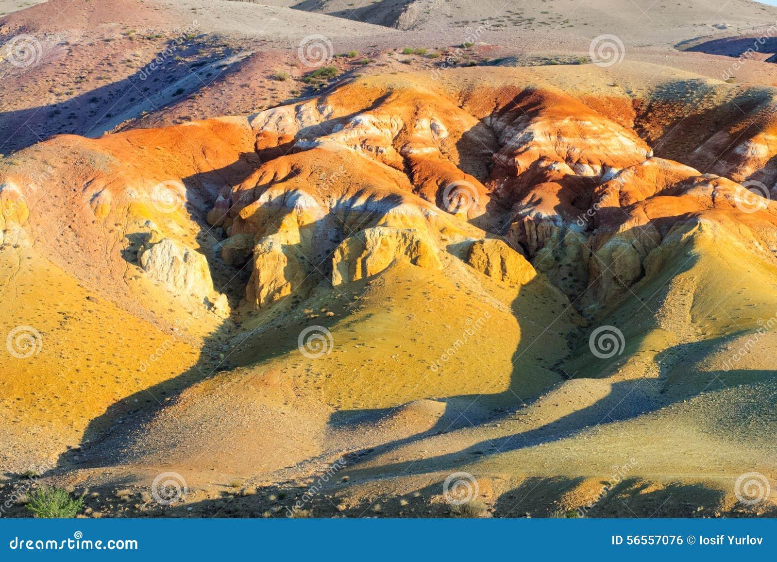 Download Χώμα χρώματος των καταθέσεων υδραργύρου σε Altai Στοκ Εικόνες - εικόνα από χώρα, φύση: 56557076