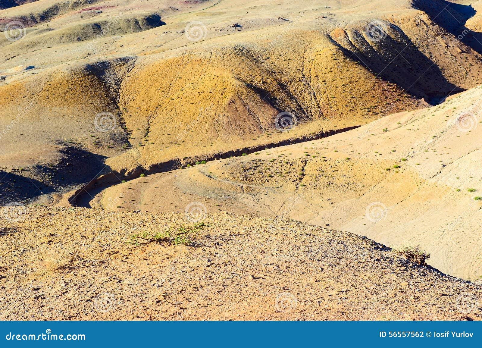 Download Χώμα χρώματος των καταθέσεων υδραργύρου σε Altai Στοκ Εικόνες - εικόνα από σαφής, λόφοι: 56557562