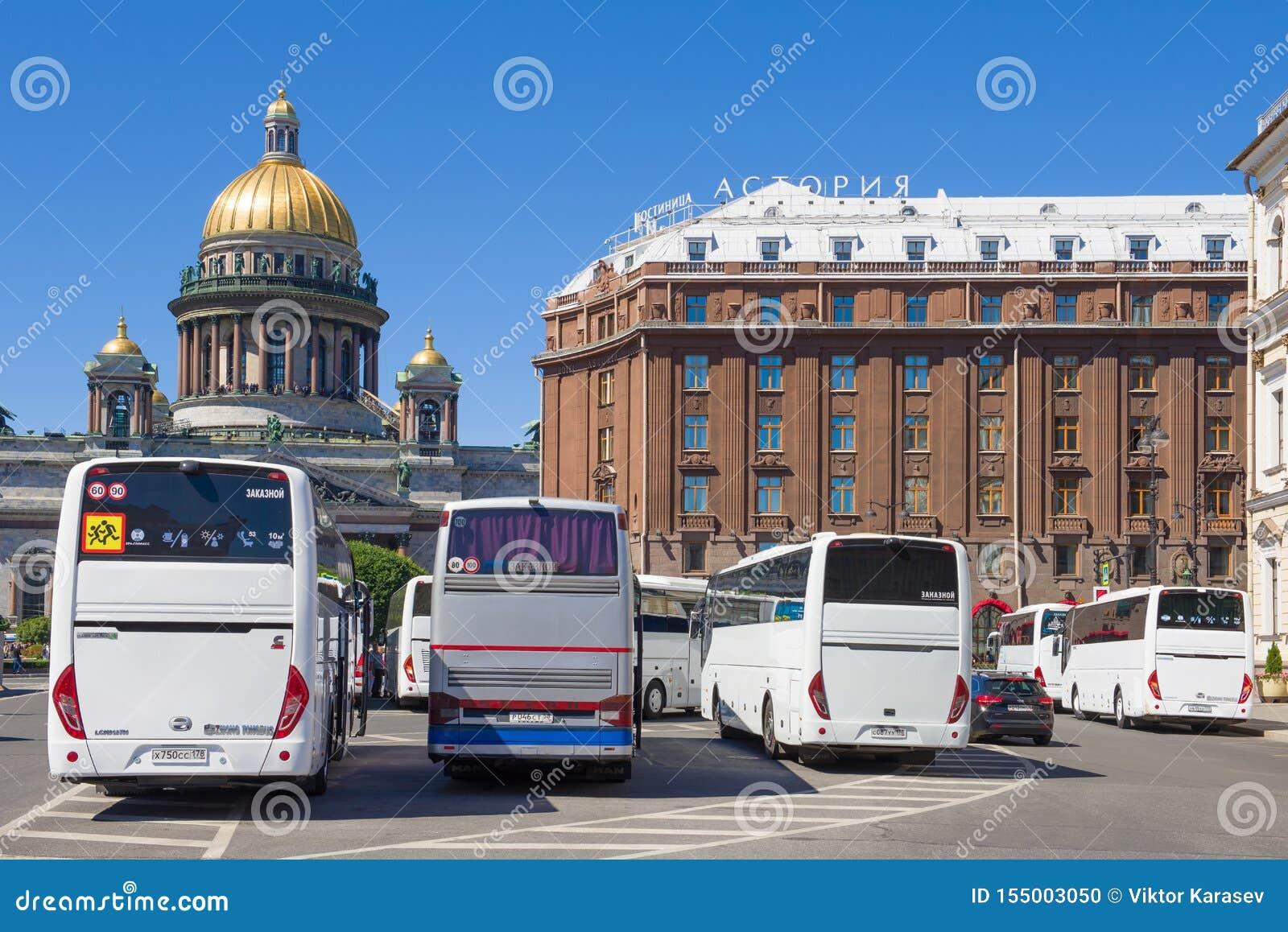 Χώρος στάθμευσης των λεωφορείων τουριστών στο ST Isaac Square Άγιος Πετρούπολη