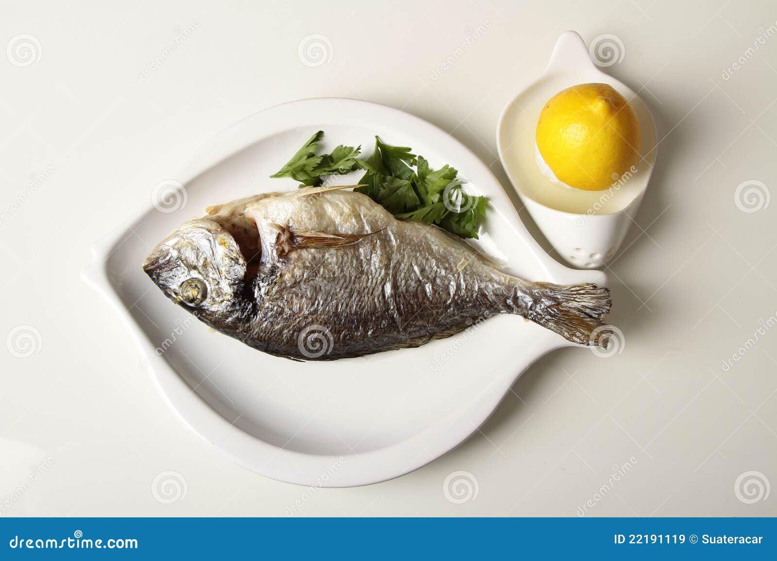 ψάρια γευμάτων που ψήνοντα