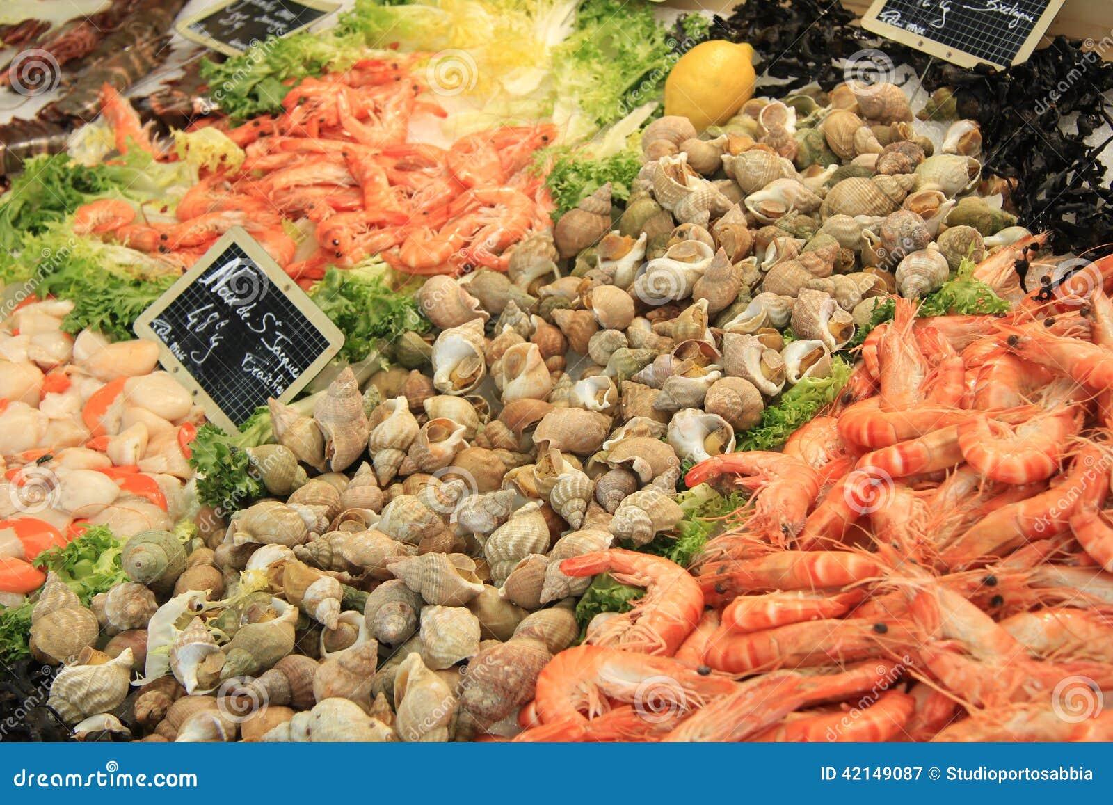 Ψάρια σε μια αγορά