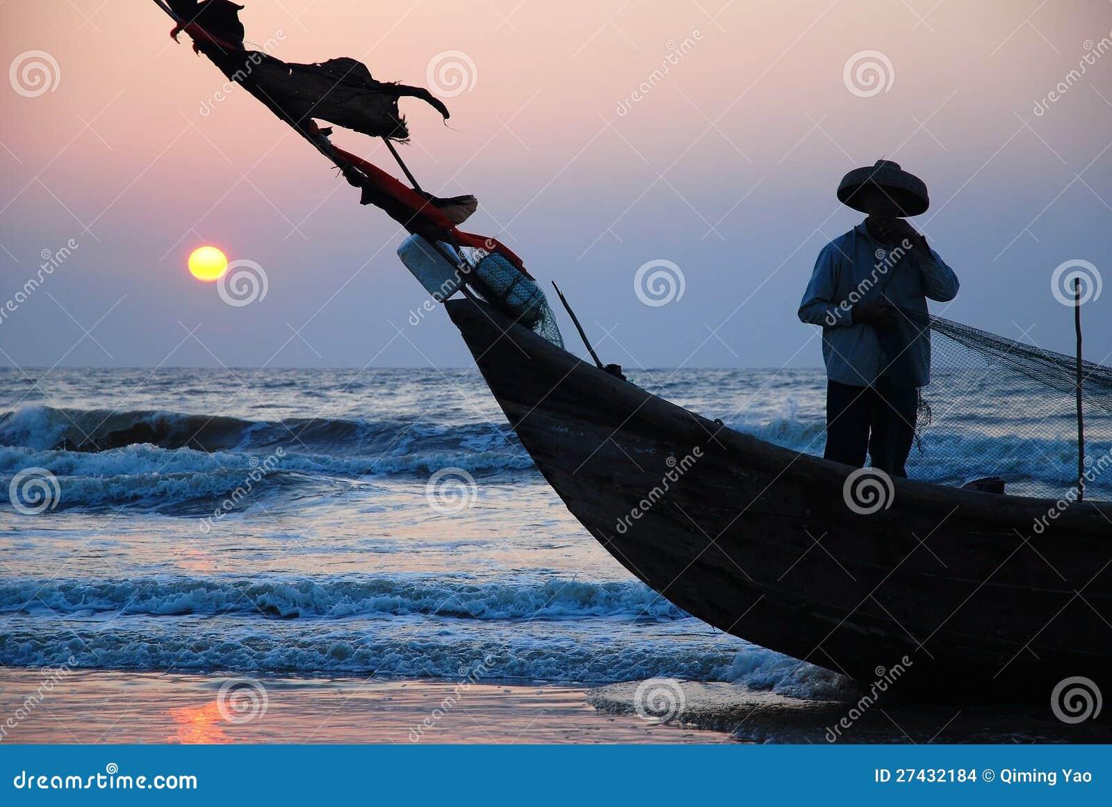 Ψαράς στη βάρκα