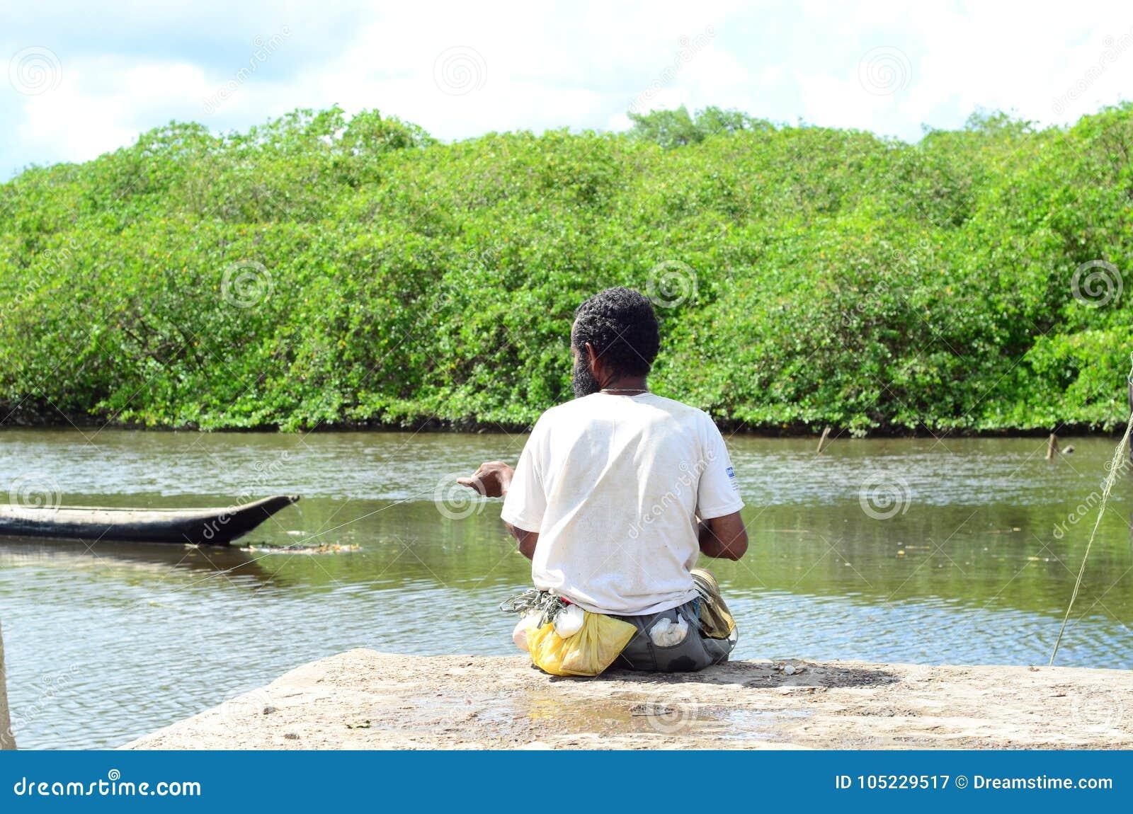 Ψαράς στον αμαζόνειο ποταμό