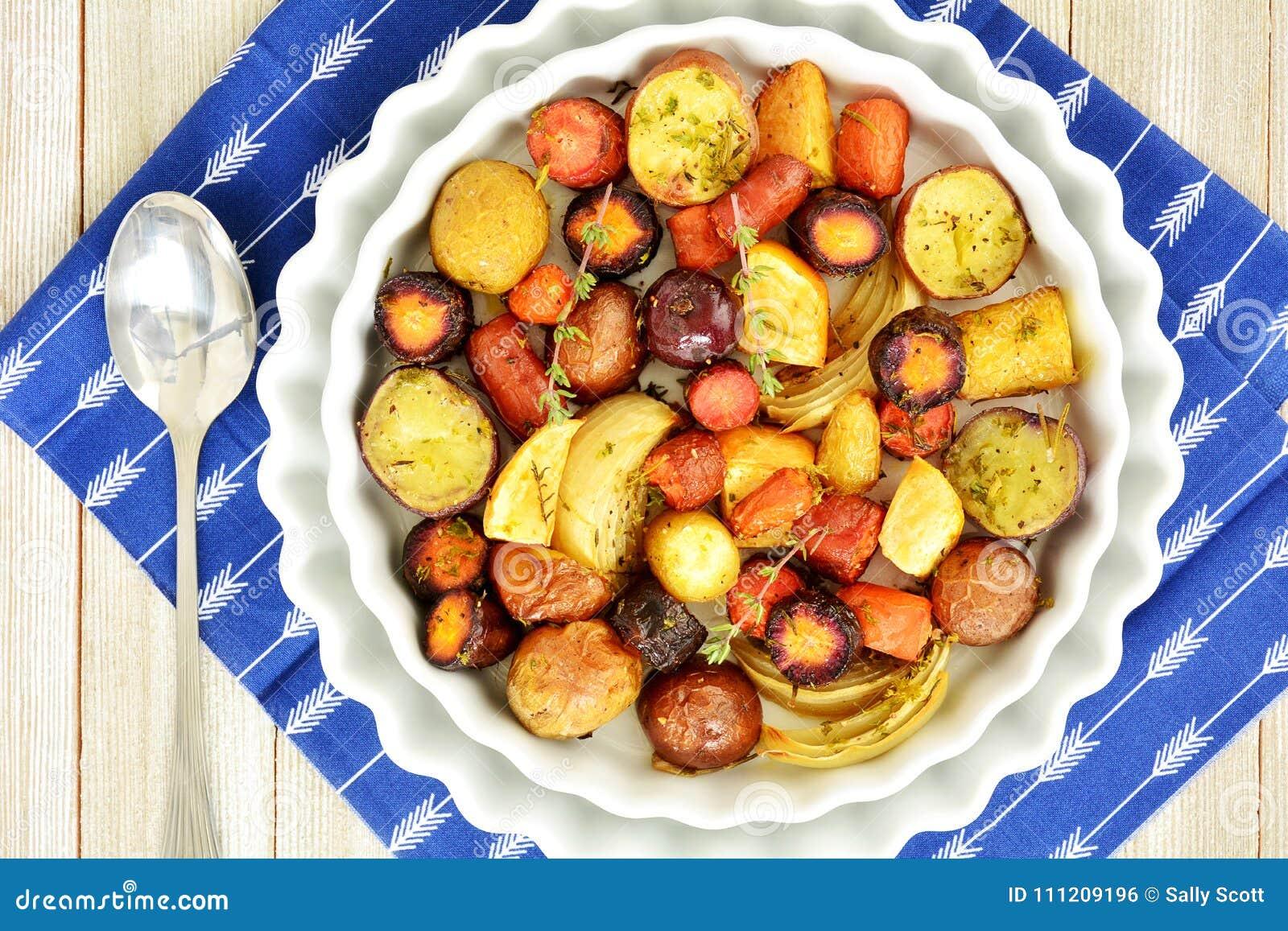 Ψημένα λαχανικά ρίζας από τα γενικά έξοδα
