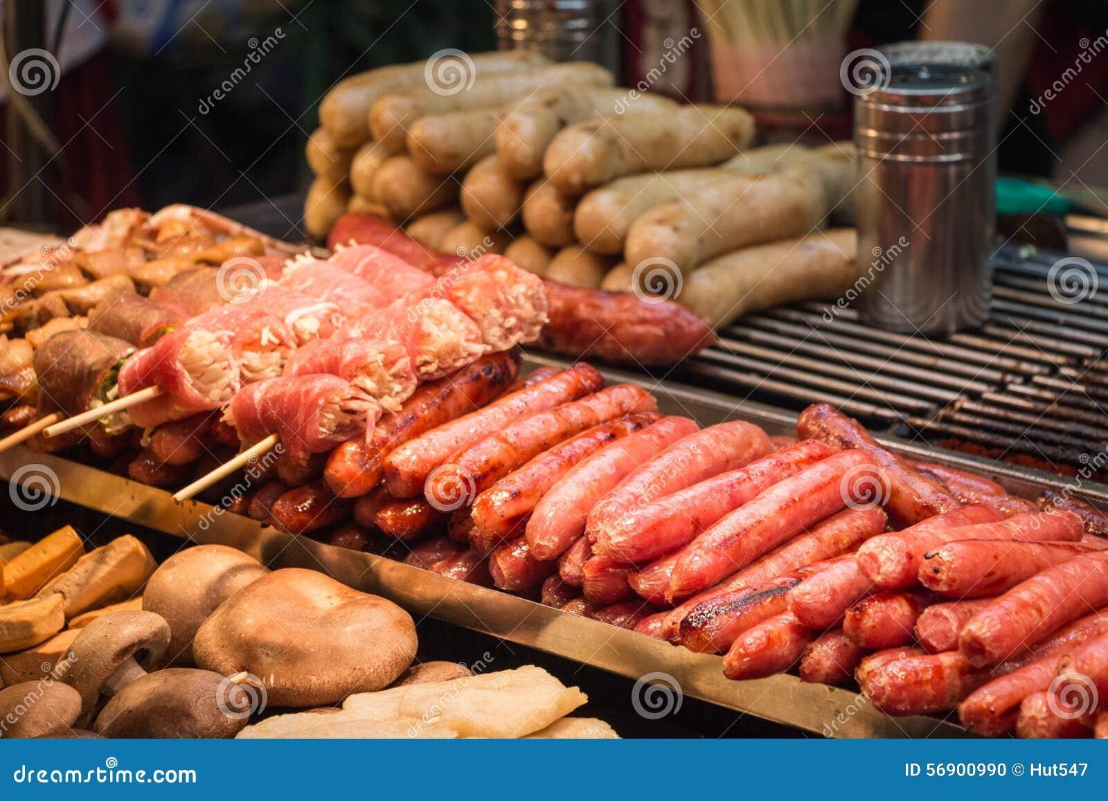 Ψημένα στη σχάρα ταϊβανικά λουκάνικα, μανιτάρια enoki χοιρινού κρέατος