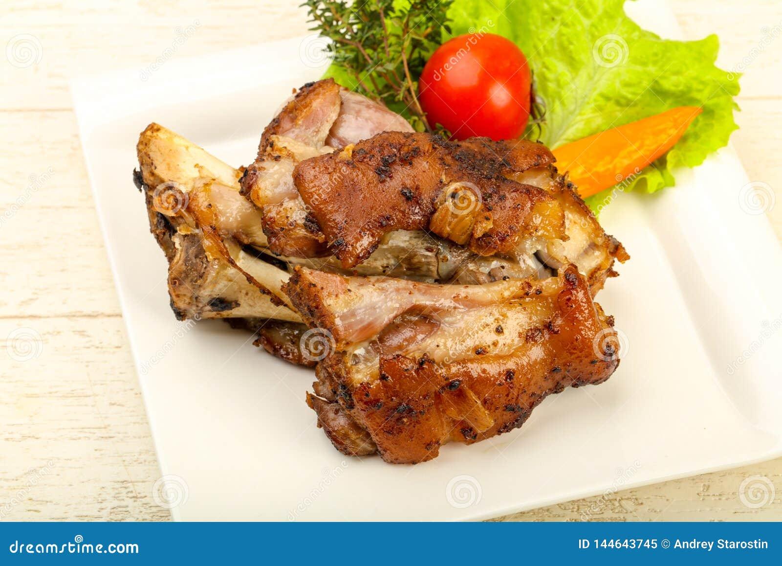 Ψημένο γόνατο χοιρινού κρέατος