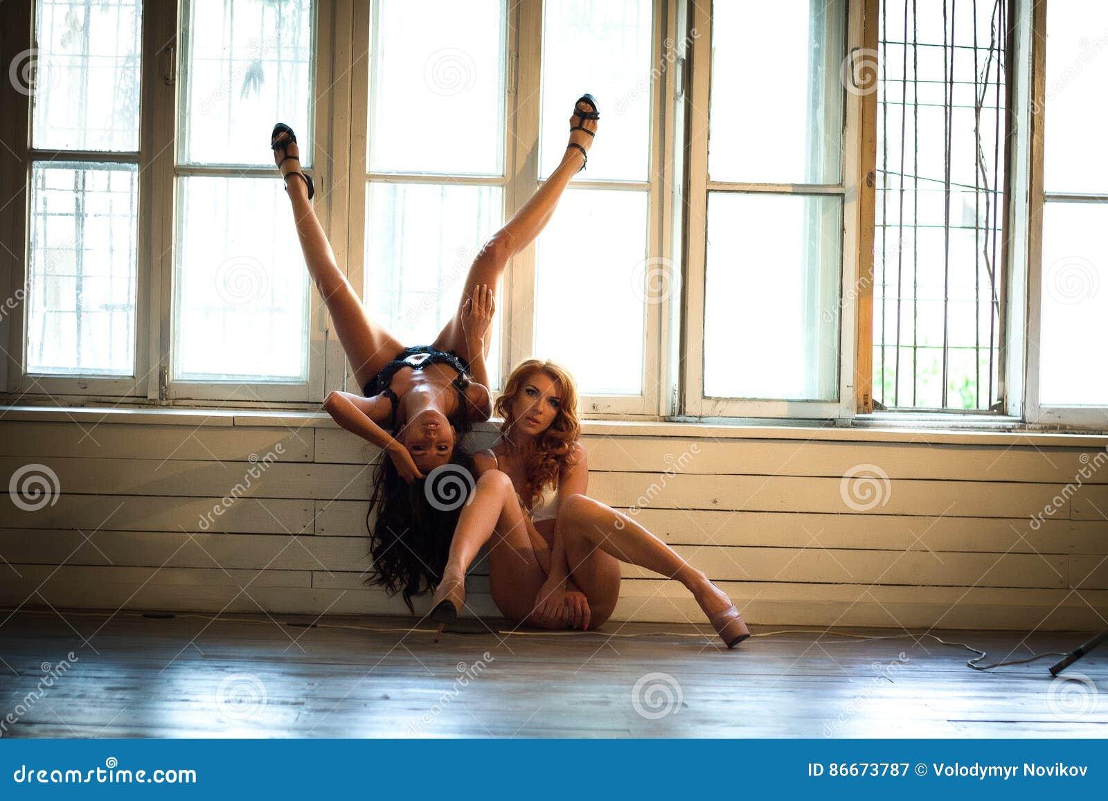 Γυμνή κορίτσια εικόνες com υγρό Ebony λεσβιακό μουνί