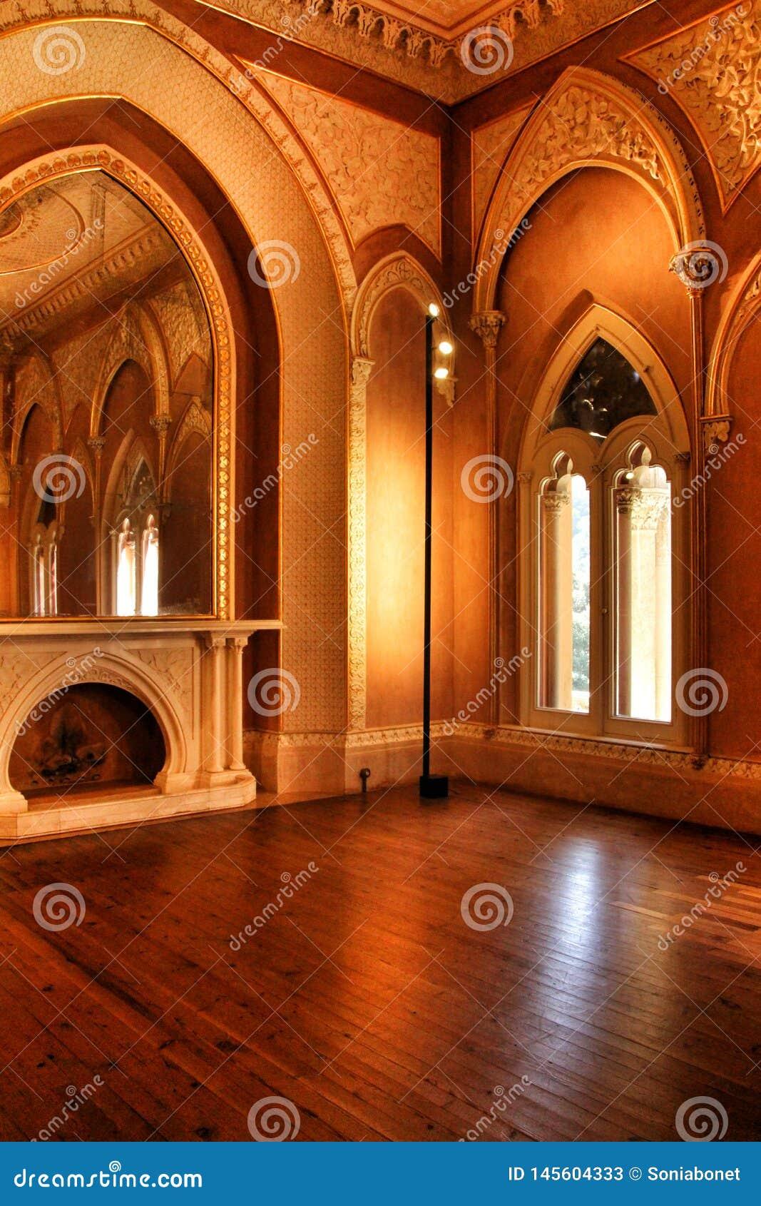 Όμορφα δωμάτια με τα arcades και τους στυλοβάτες του παλατιού Monserrate σε Sintra