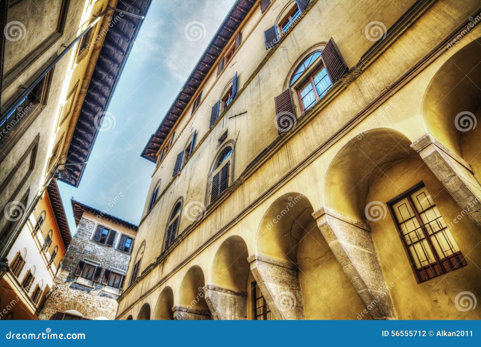 Download Όμορφα κτήρια στη Φλωρεντία Στοκ Εικόνες - εικόνα από παλαιός, ιταλία: 56555712