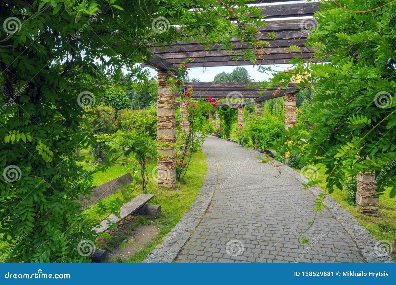 Όμορφα πράσινα πάρκα για τη χαλάρωση