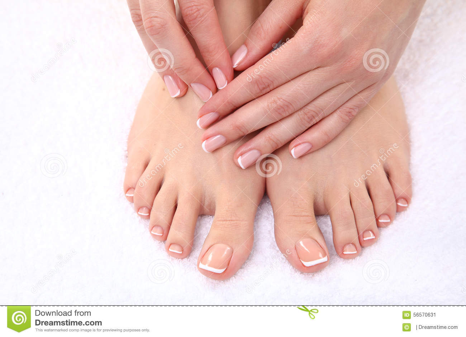 Download Όμορφα πόδια με το τέλειο γαλλικό καρφί SPA Στοκ Εικόνα - εικόνα από γαλλικά, κρέμα: 56570631