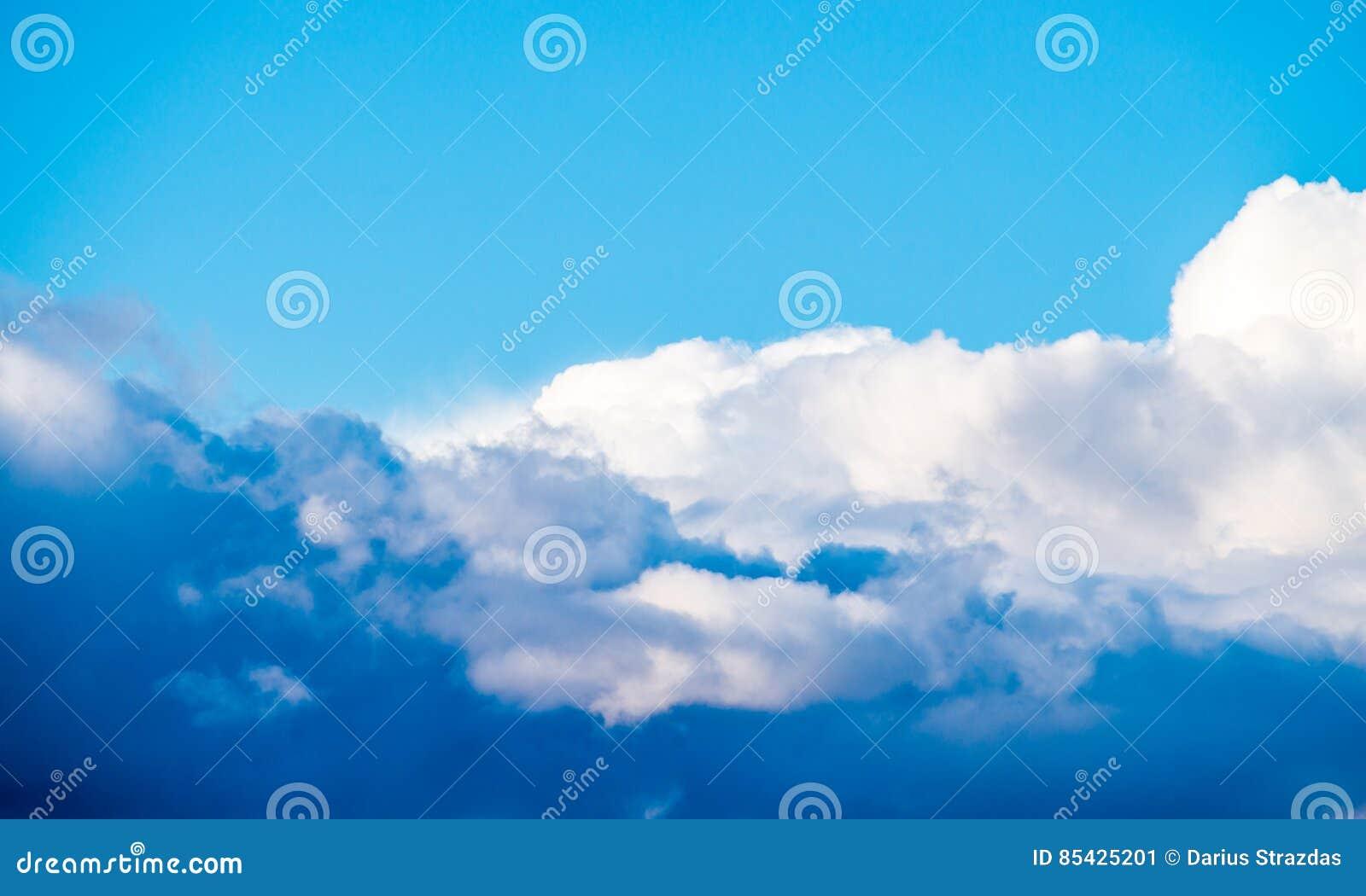 όμορφα σύννεφα ανασκόπηση&sigma