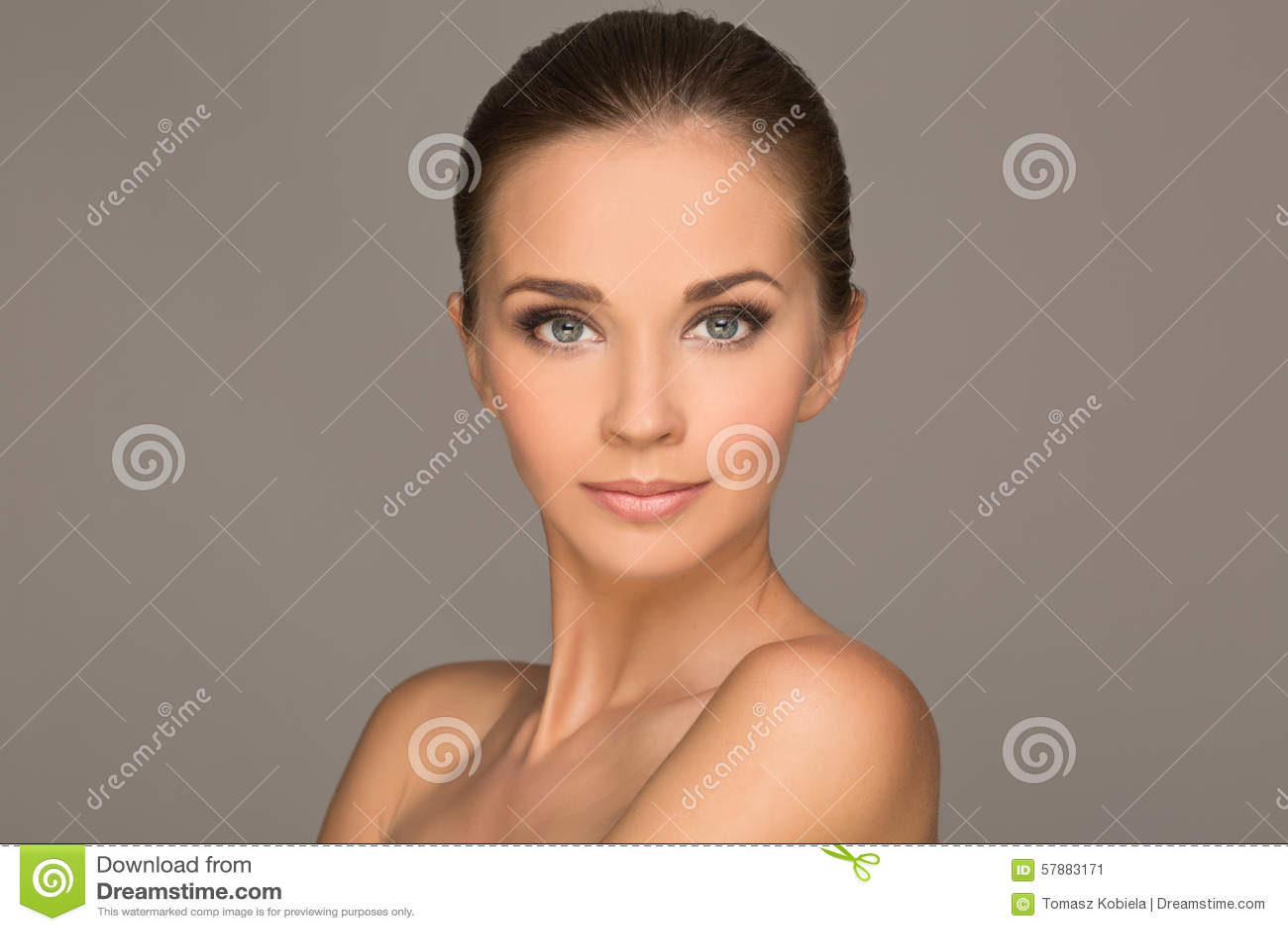 όμορφες νεολαίες γυναικών