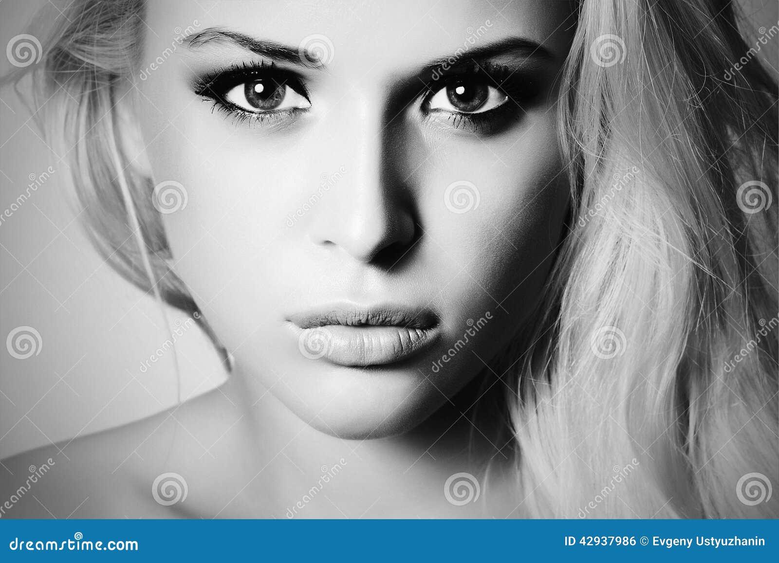 όμορφες νεολαίες γυναι ξανθό κορίτσι Κινηματογράφηση σε πρώτο πλάνο Καθαρό πρότυπο ομορφιάς