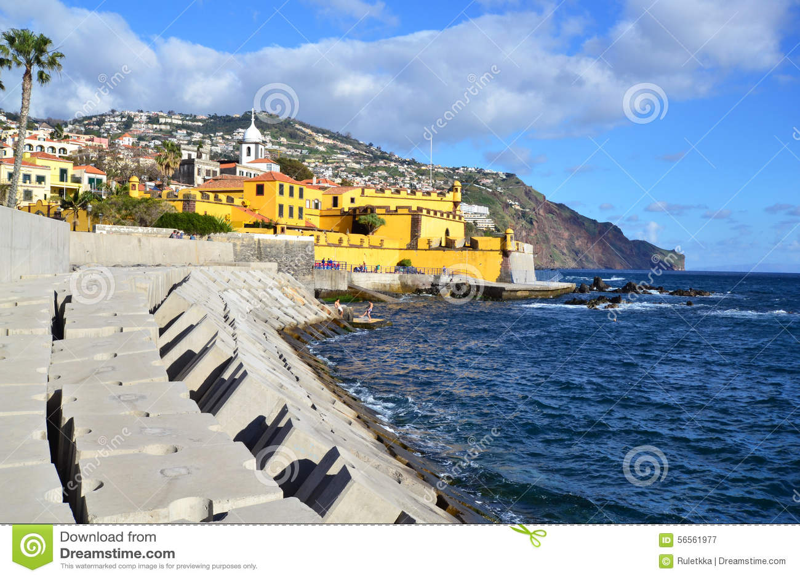 Download Όμορφη άποψη της πόλης του Φουνκάλ, Πορτογαλία Εκδοτική Φωτογραφία - εικόνα από οχύρωση, ancientness: 56561977