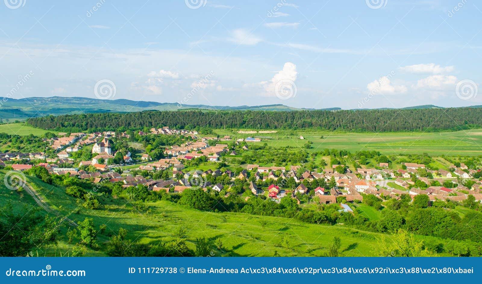 Όμορφη άποψη του χωριού Bazna, Ρουμανία, Τρανσυλβανία