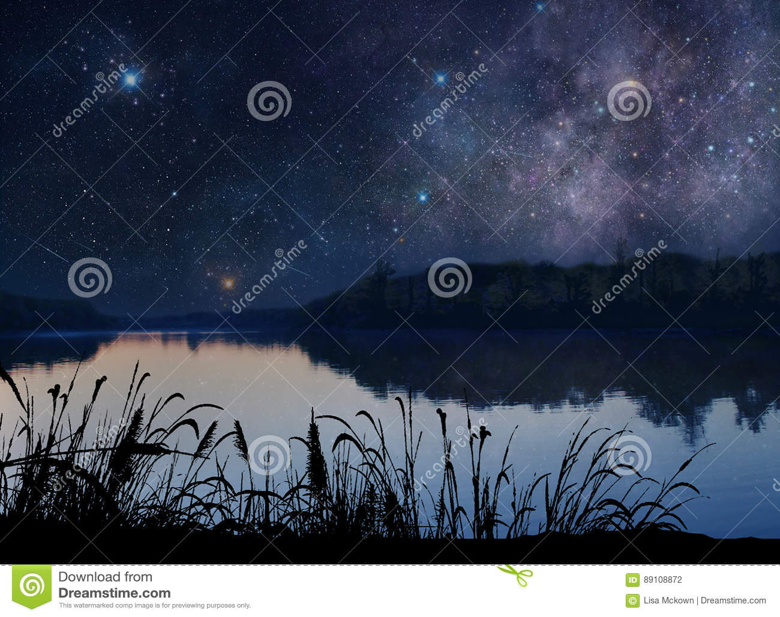 Όμορφη λίμνη κάτω από τα αστέρια
