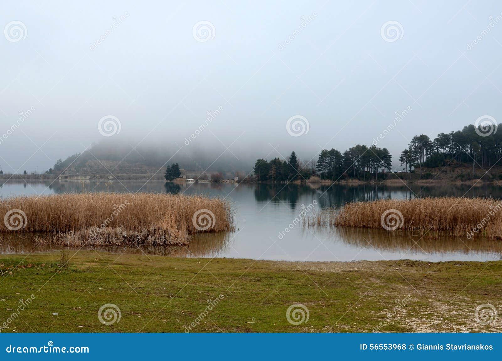 Download Όμορφη λίμνη στην Ελλάδα στοκ εικόνες. εικόνα από διακοπές - 56553968