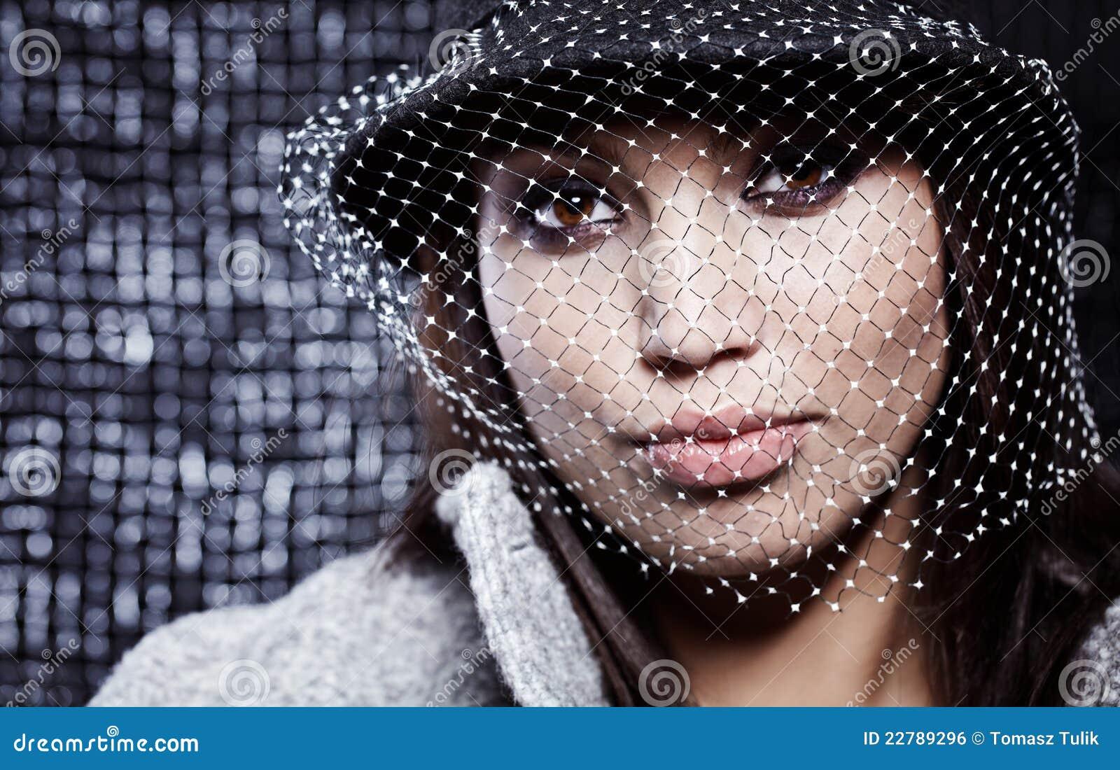 όμορφη γυναίκα μόδας