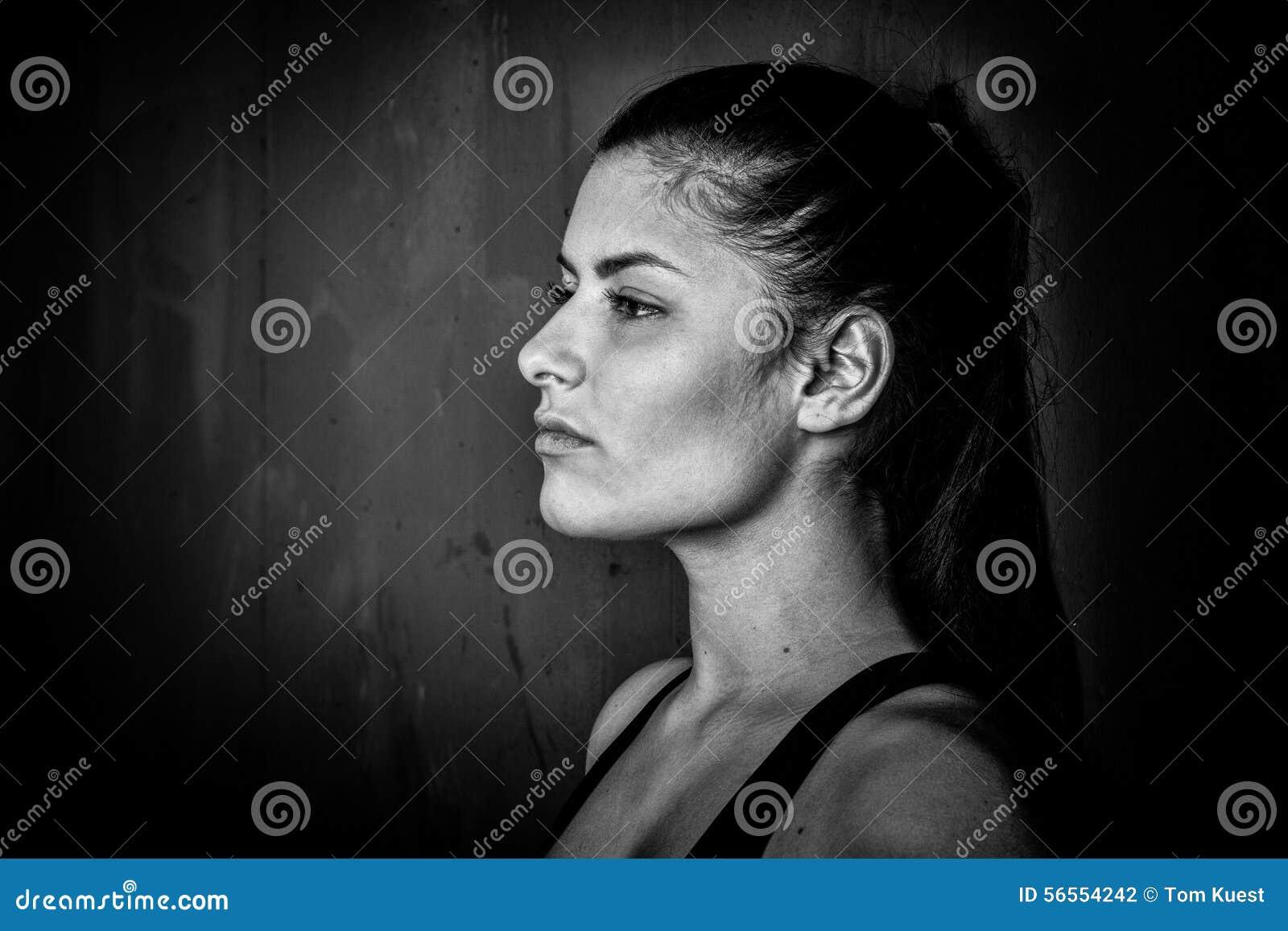 Download όμορφη γυναίκα πορτρέτου στοκ εικόνες. εικόνα από μοιχαλίδα - 56554242