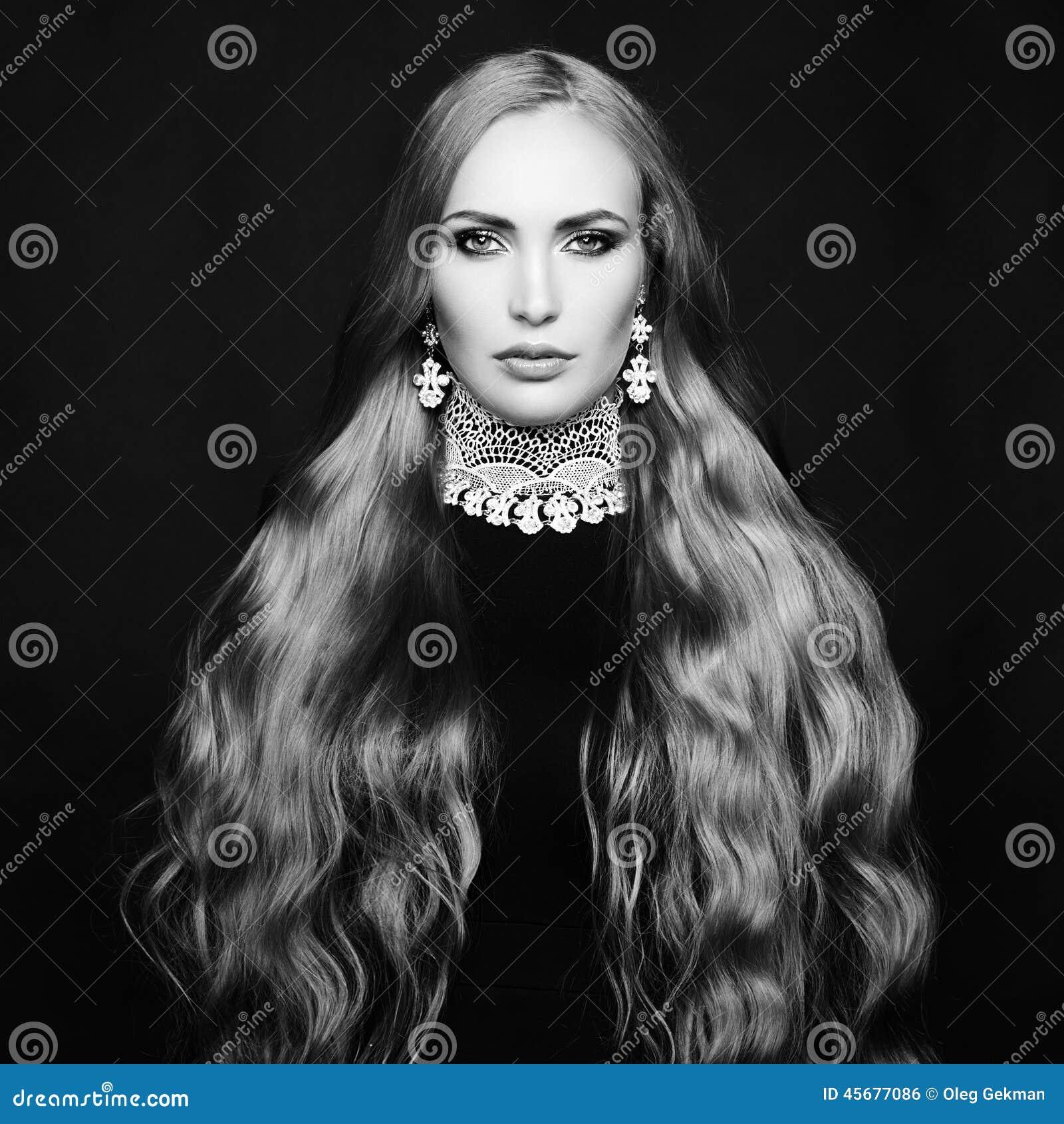 όμορφη γυναίκα φωτογραφιώ Τέλειο Makeup