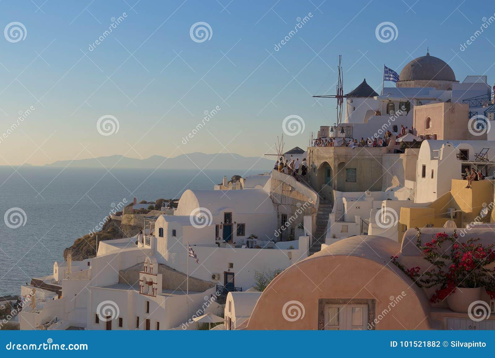 Όμορφη διάσημη θέση ηλιοβασιλέματος το περισσότερο Oia, Santorini Gre