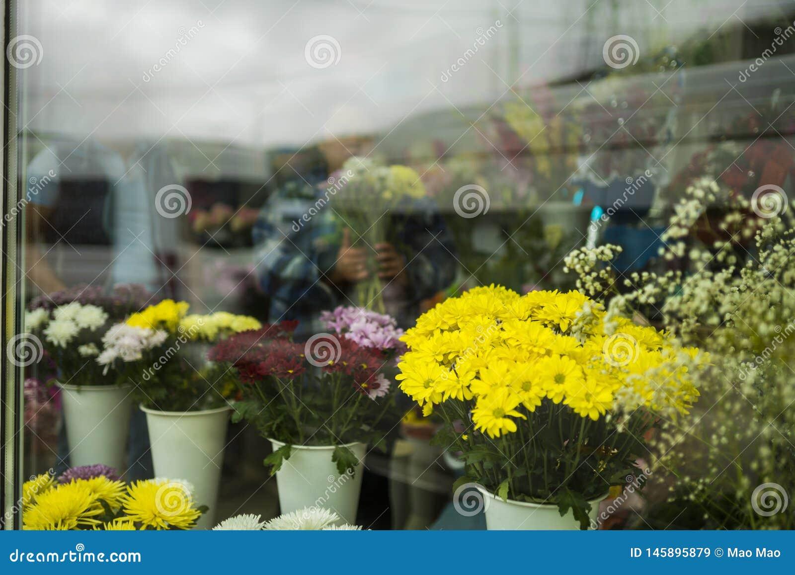 Όμορφη διακοσμημένη προθήκη λουλουδιών, Ρωσία